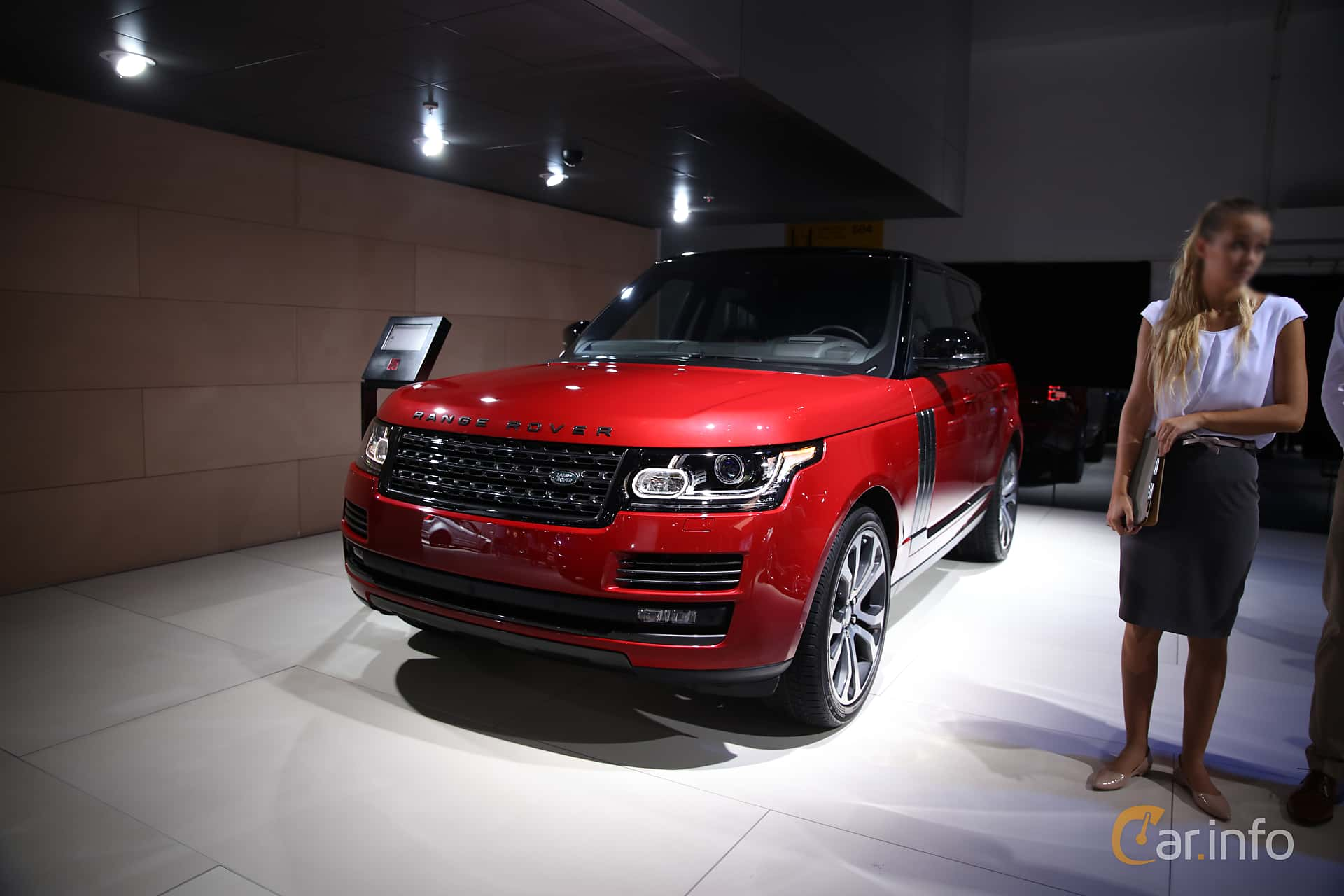 Front/Side  of Land Rover Range Rover 5.0 V8 4WD Automatic, 550ps, 2017 at IAA 2017