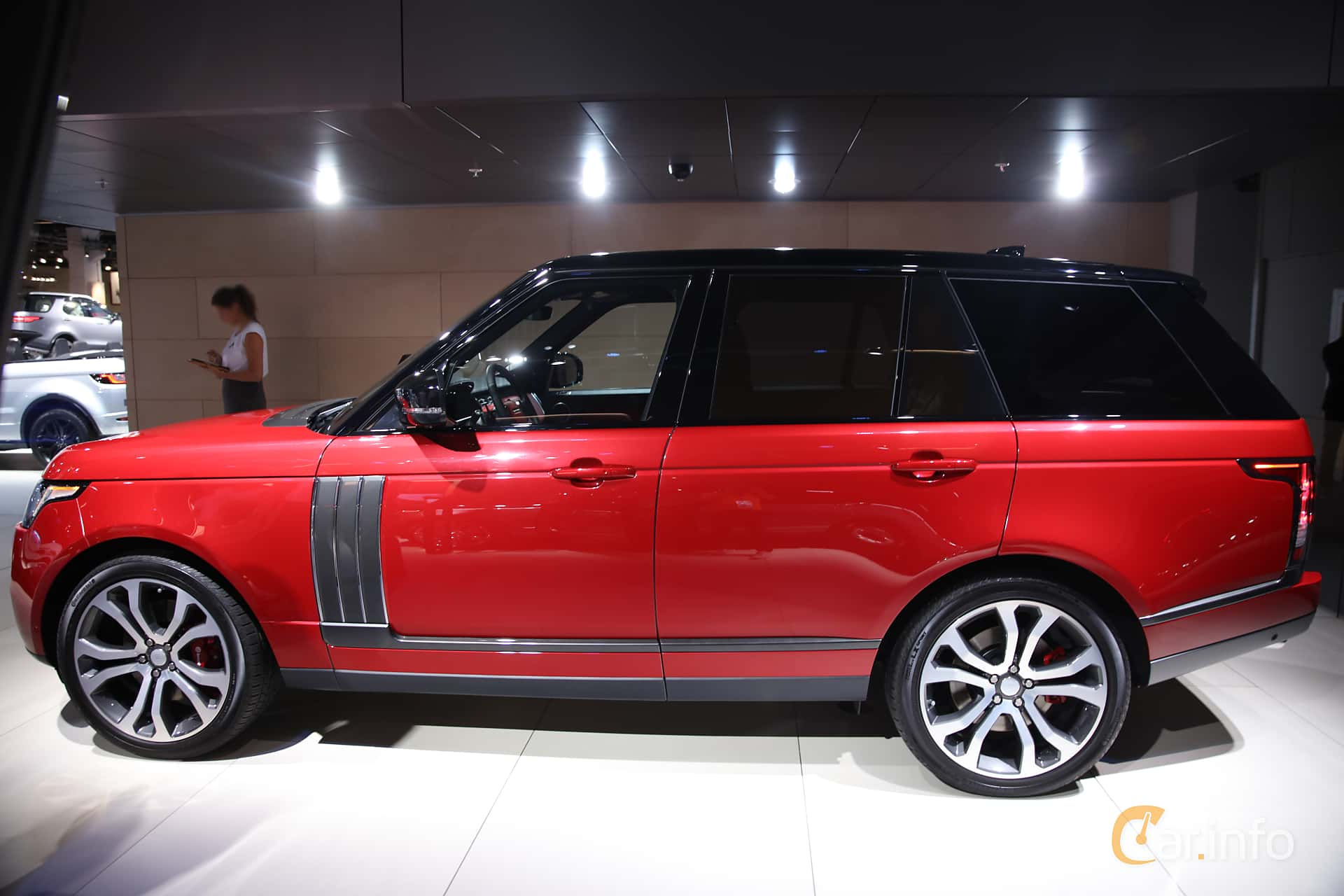 Side  of Land Rover Range Rover 5.0 V8 4WD Automatic, 550ps, 2017 at IAA 2017
