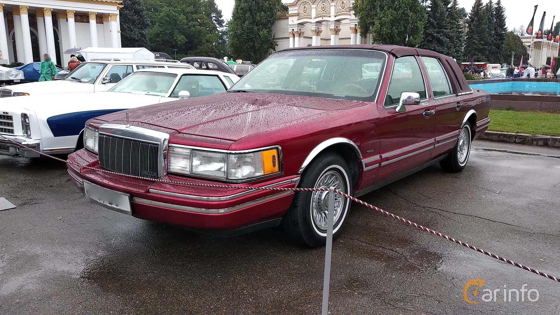 Lincoln Town Car 4.9 V8 Automatic, 152hp, 1990 at Old Car Land no.2 2018