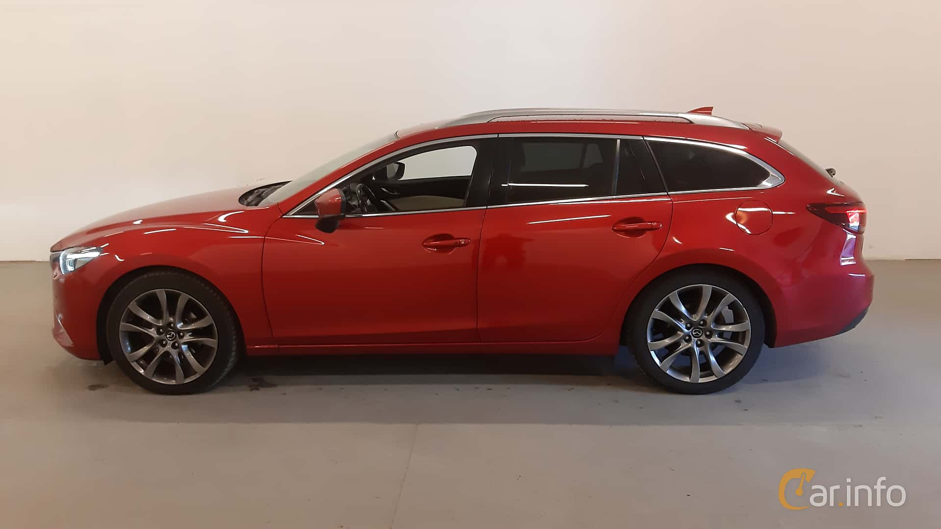 Side  of Mazda 6 Wagon 2.2 SKYACTIV-D AWD Automatic, 175ps, 2016