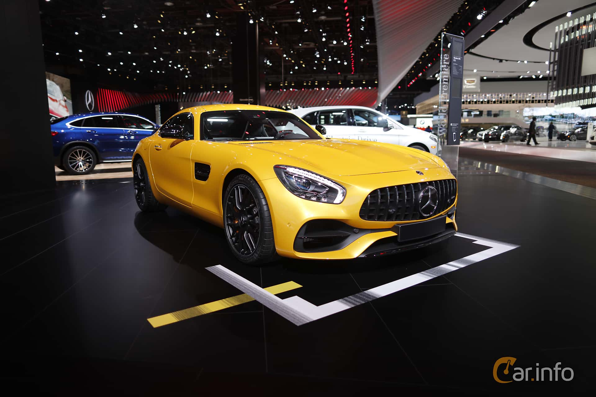 Fram/Sida av Mercedes-Benz AMG GT S 4.0 V8 AMG Speedshift DCT, 510ps, 375kW, 2017 på North American International Auto Show 2017