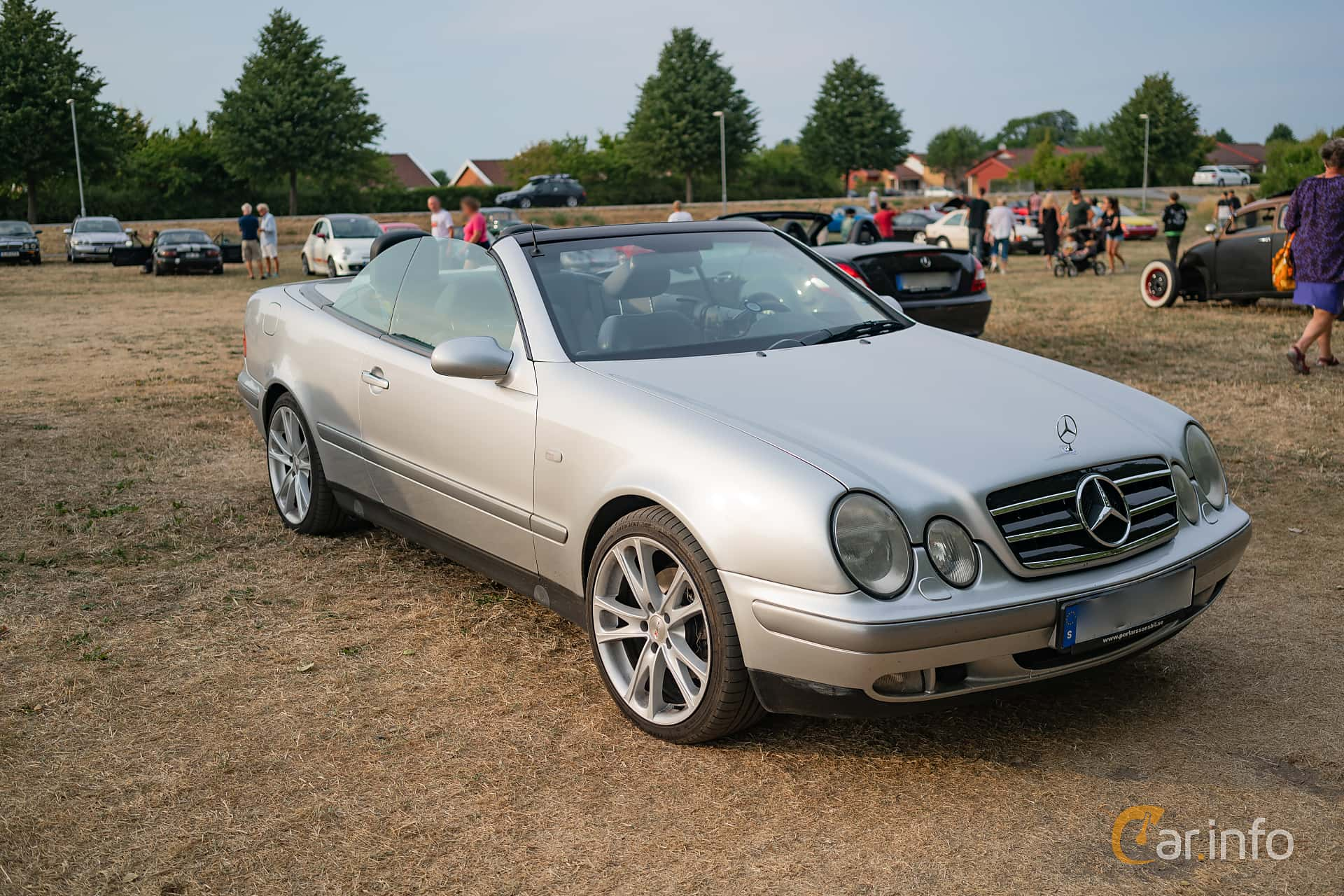 2 Images Of Mercedes Benz Clk 320 Cabriolet Automatic 218hp 2000 Front Side 218ps At