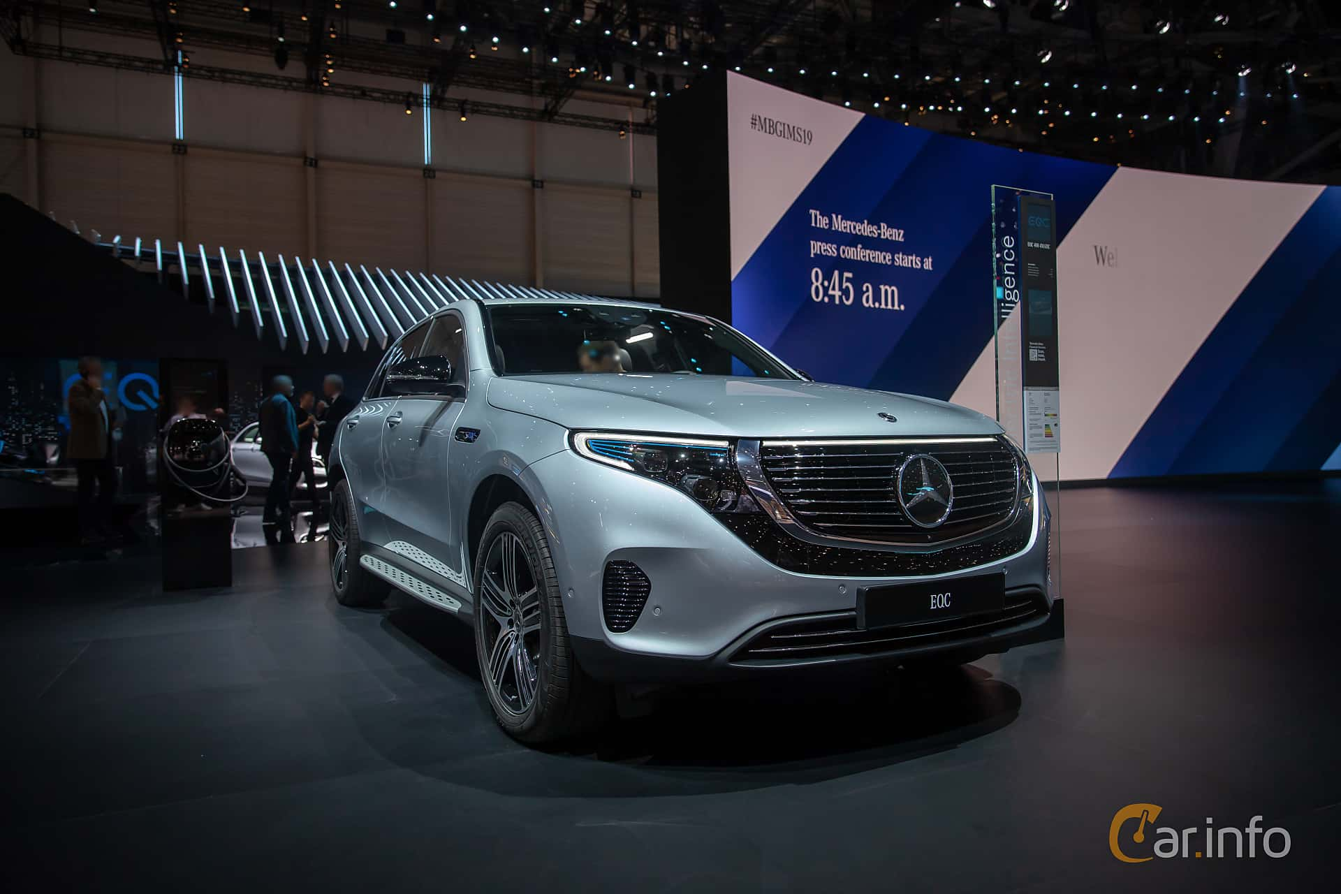 Fram/Sida av Mercedes-Benz EQC 400  Single Speed, 408ps, 2019 på Geneva Motor Show 2019