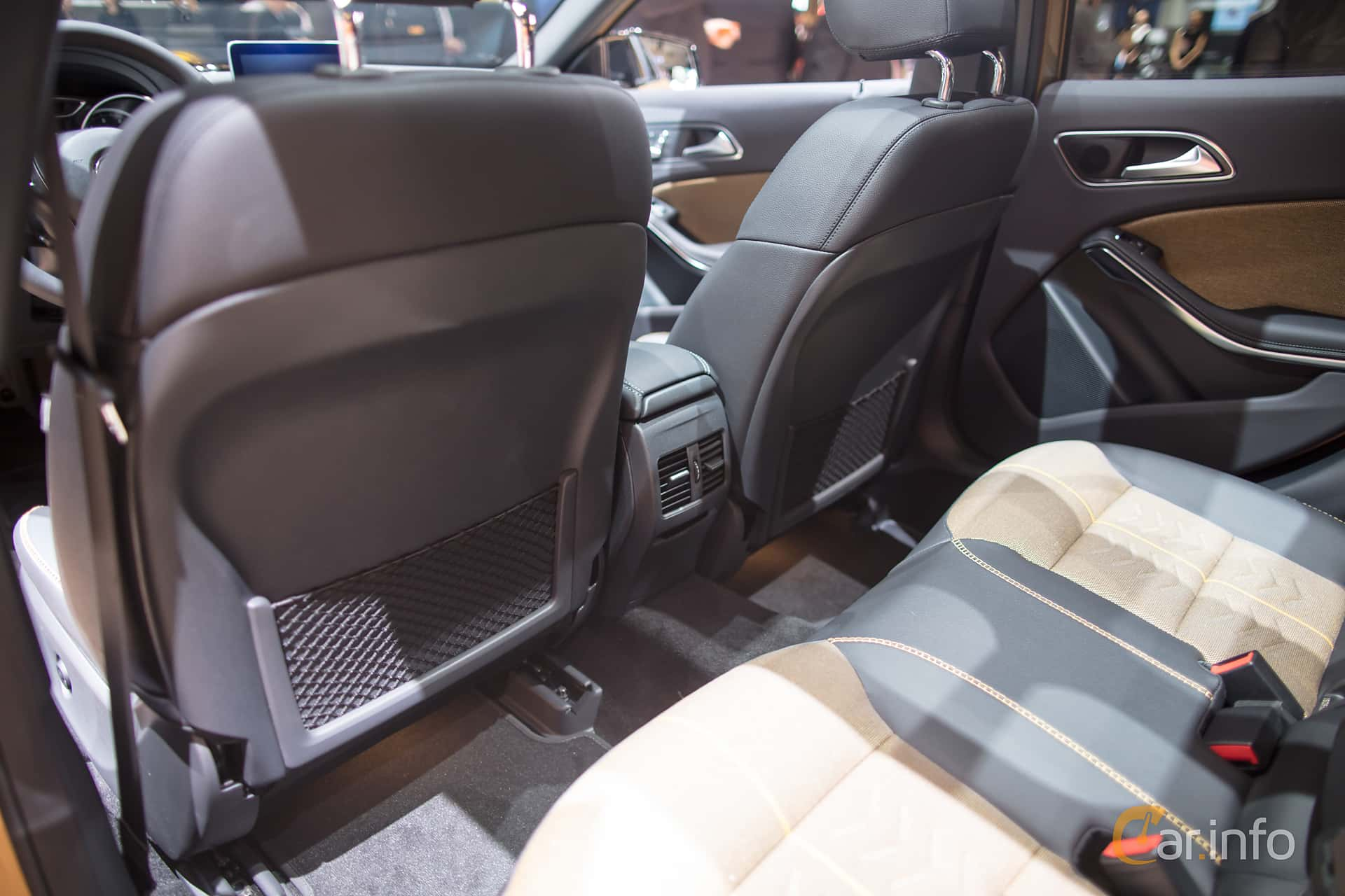 Mercedes benz gla interior for Mercedes benz gla class interior