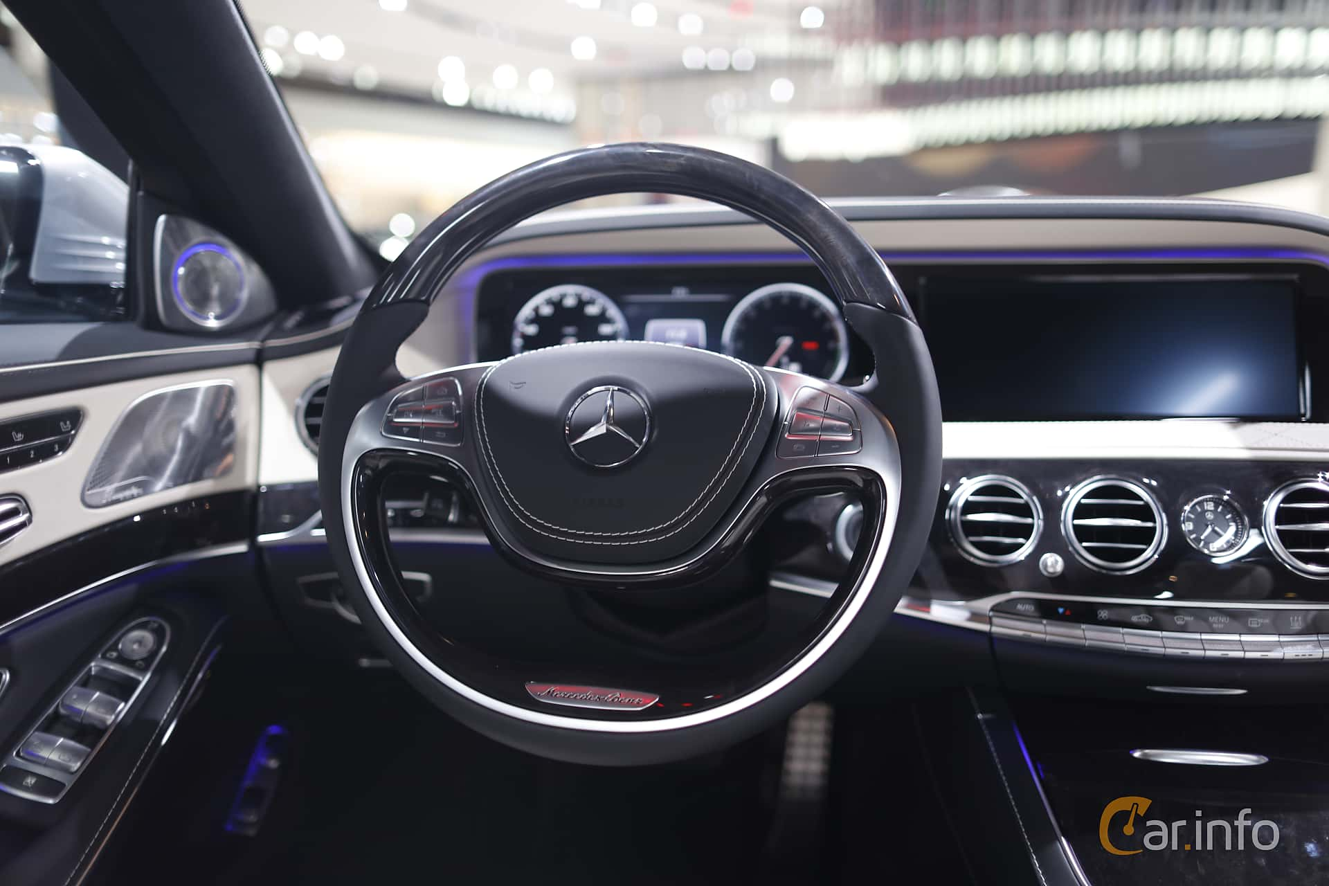 Interiör av Mercedes-Benz S 500 e L 3.0 V6 7G-Tronic Plus, 442ps, 2017 på North American International Auto Show 2017