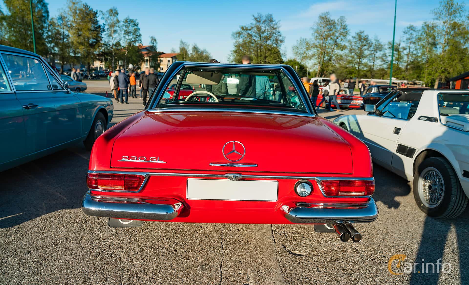 """Mercedes-Benz 230 SL  Manual, 150hp, 1967 at Nyköpings hamnträffar 2019 Vecka 20  Tema: """"Kvinnor vid ratten"""""""