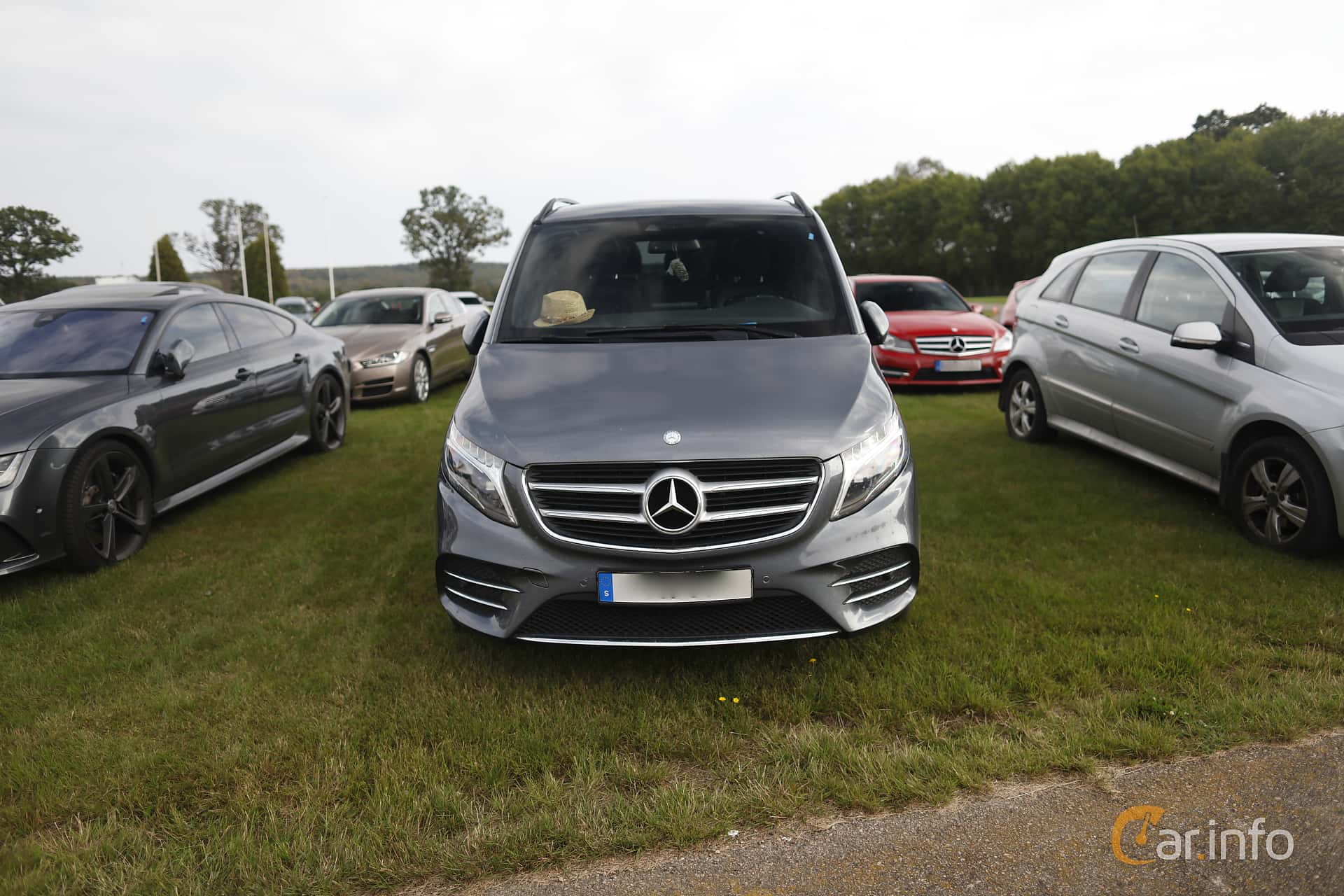 Front  of Mercedes-Benz V 250 d 4MATIC  7G-Tronic Plus, 190ps, 2017 at Autoropa Racing day Knutstorp 2019