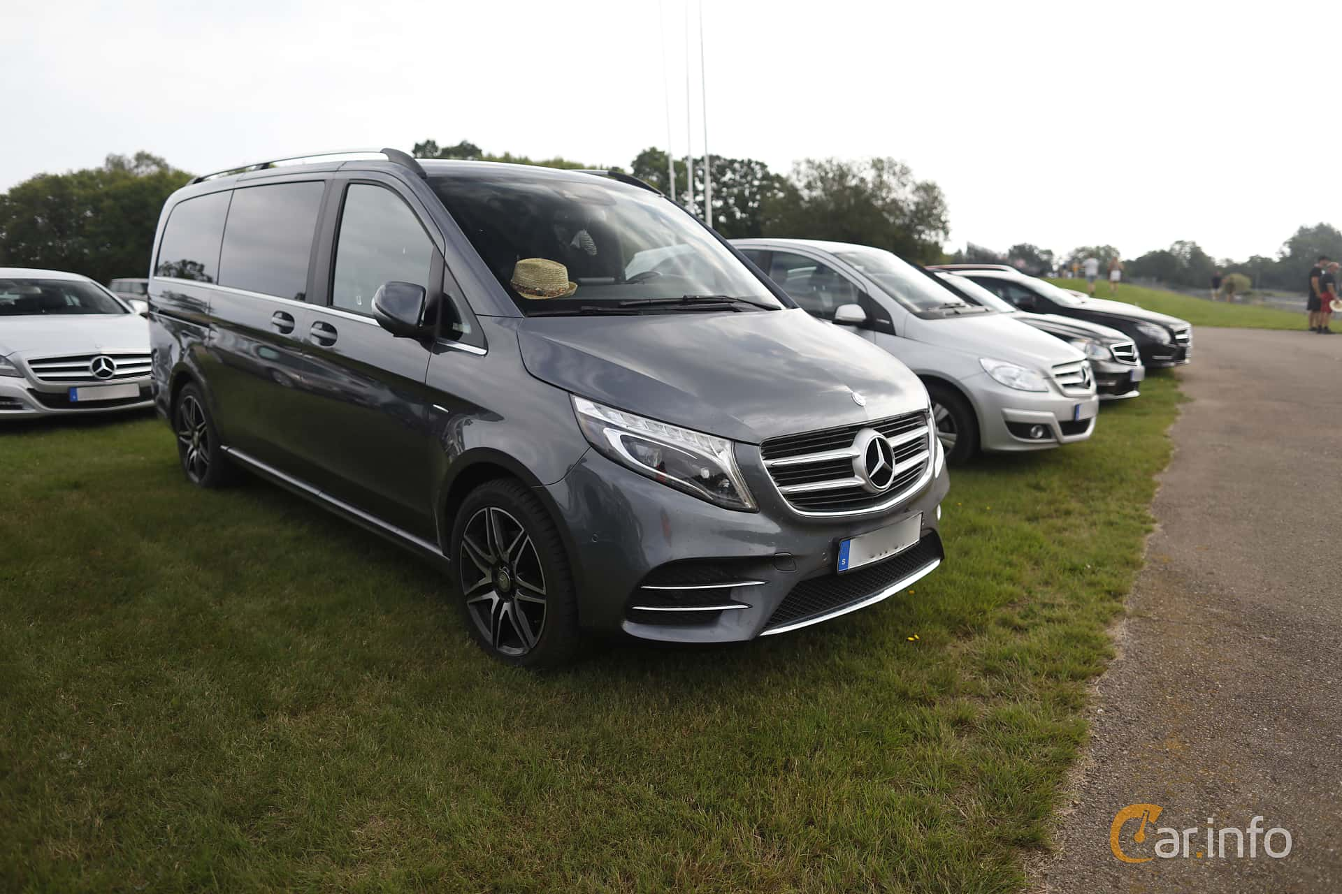 Front/Side  of Mercedes-Benz V 250 d 4MATIC  7G-Tronic Plus, 190ps, 2017 at Autoropa Racing day Knutstorp 2019