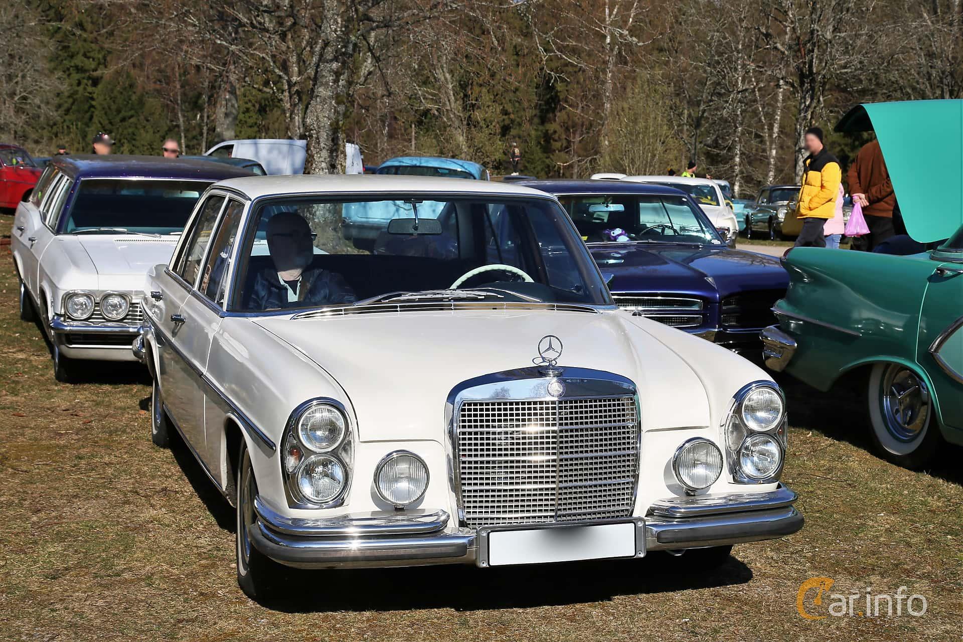 Mercedes-Benz 280 S  Manual, 140hp, 1968 at Uddevalla Veteranbilsmarknad Backamo, Ljungsk 2019