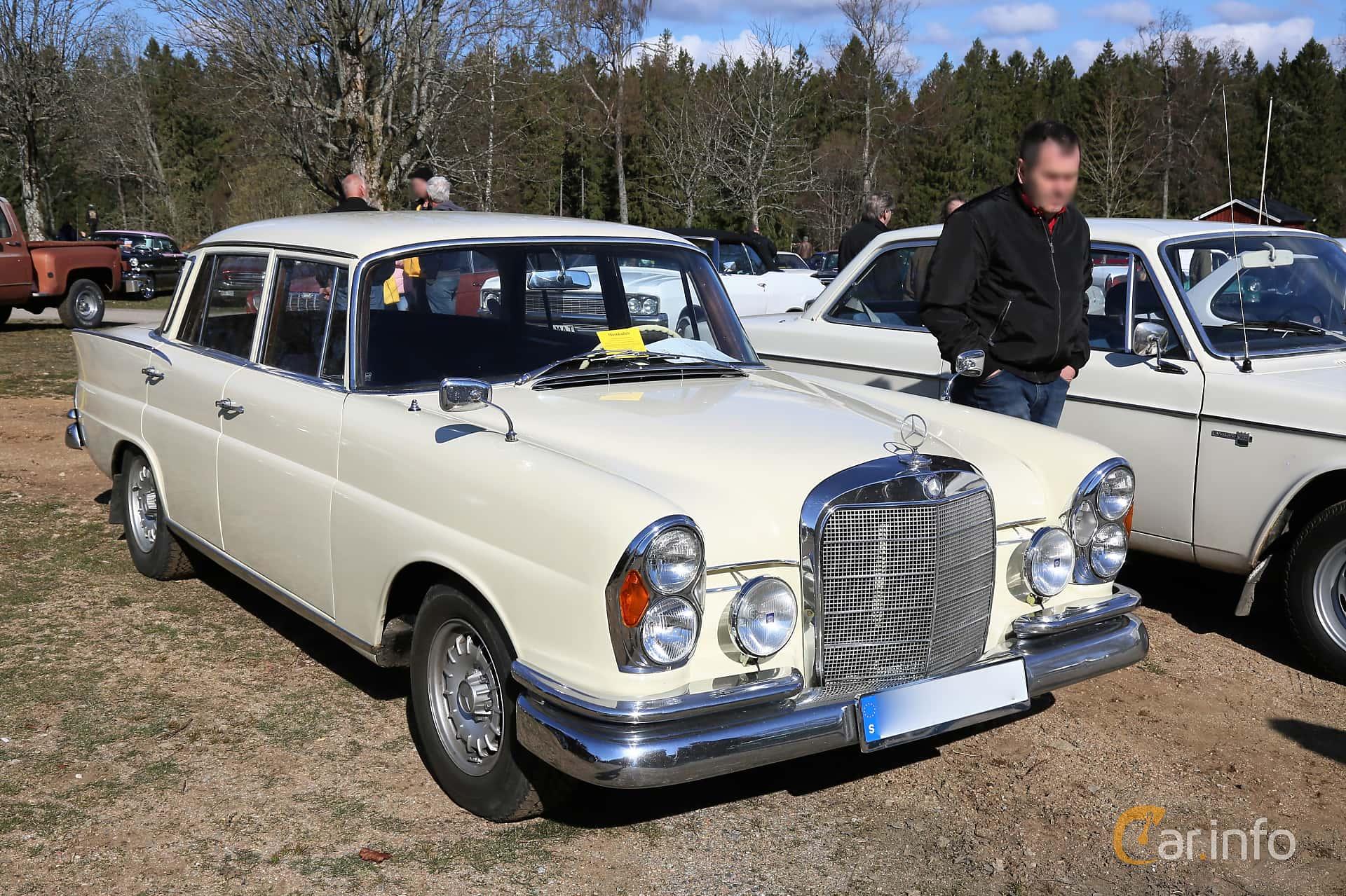 Mercedes-Benz 220 SE Sedan  Manual, 120hp, 1964 at Uddevalla Veteranbilsmarknad Backamo, Ljungsk 2019