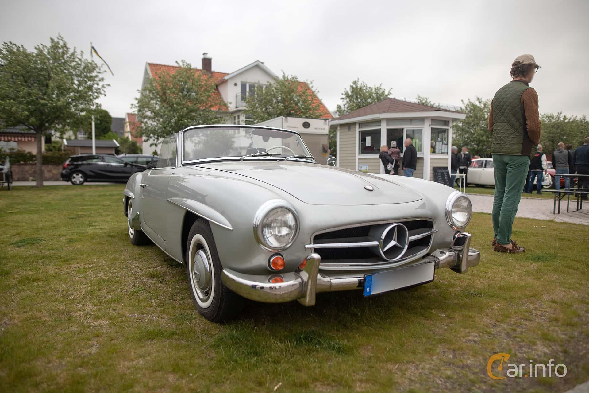 Front/Side  of Mercedes-Benz 190 SL Roadster  Manual, 105ps, 1958 at Veteranbilsträff i Vikens hamn  2019 Maj