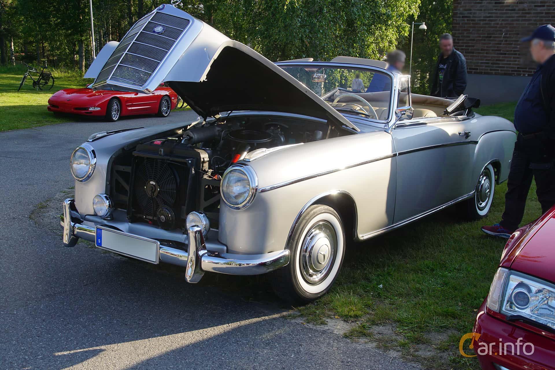 Mercedes-Benz 220 SE Cabriolet  Manual, 115hp, 1959 at Onsdagsträffar på Gammlia Umeå 2019 vecka 28