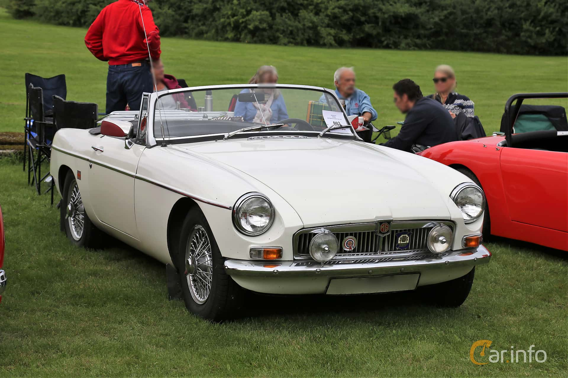 Front/Side  of MG MGB Roadster 1.8 Manual, 95ps, 1966 at Lödöse motornostalgiska dag 2019