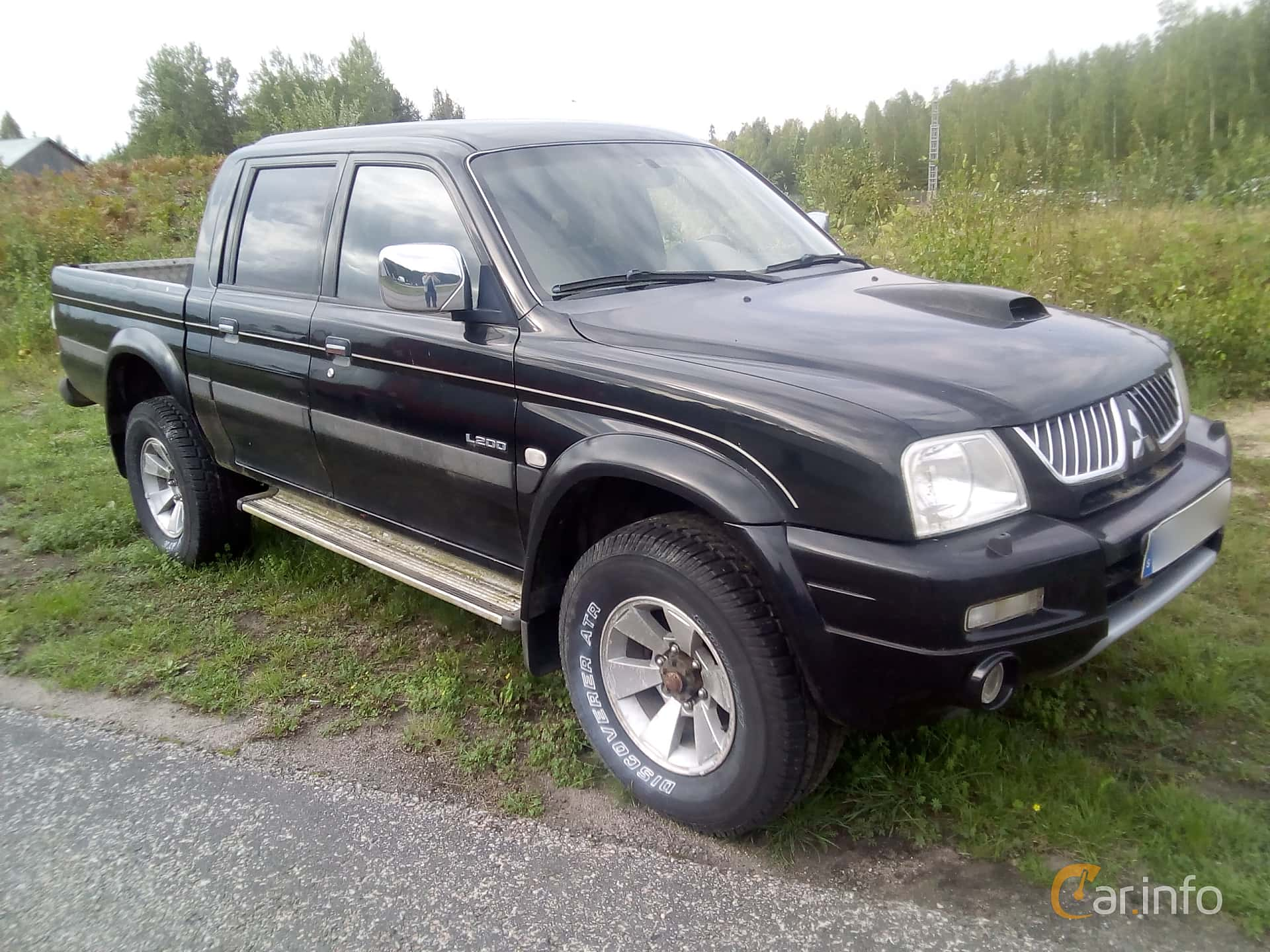 Front/Side  of Mitsubishi L200 Double Cab 2.5 TD 4WD Automatic, 115ps, 2006