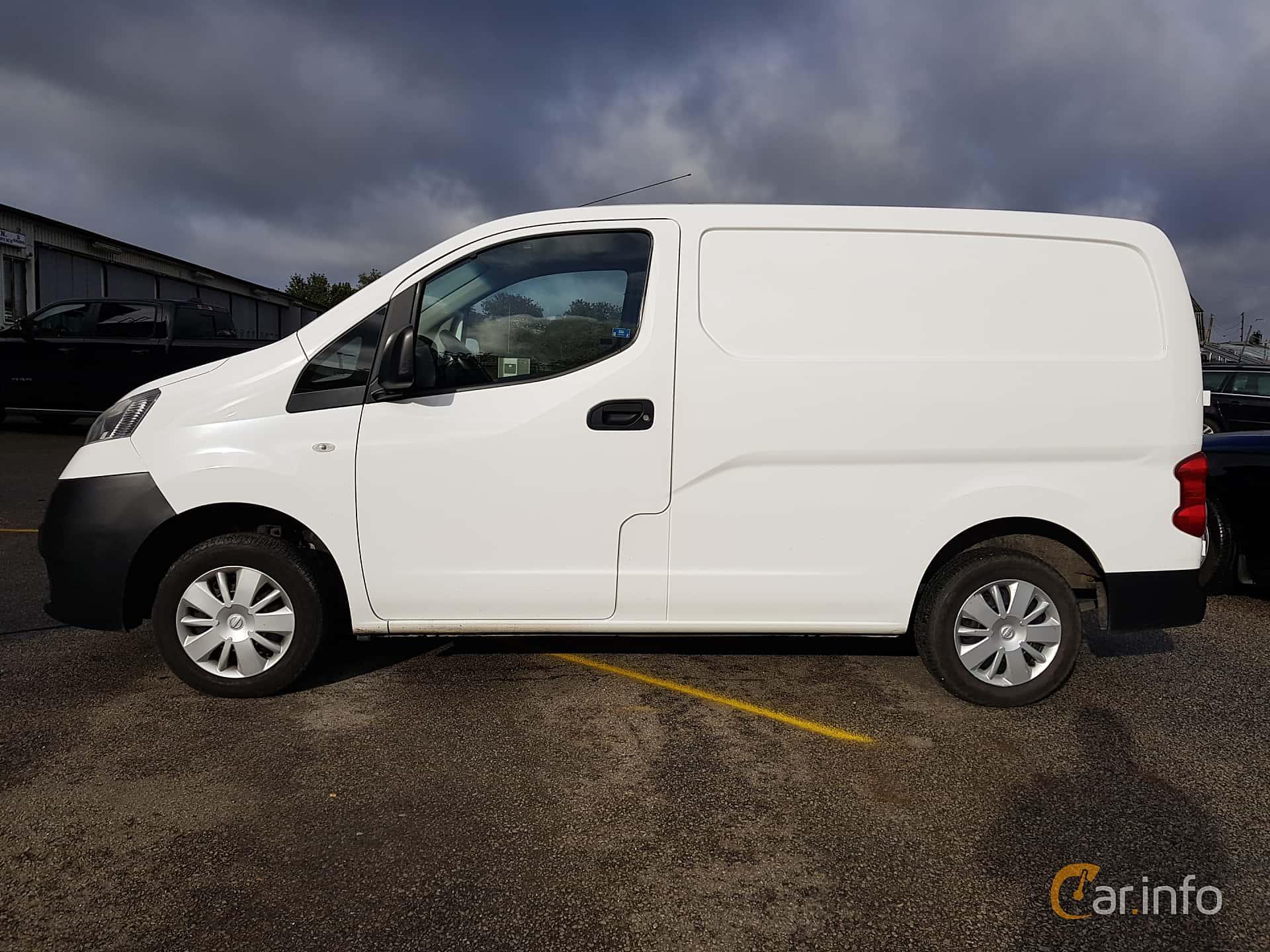 Side  of Nissan NV200 Van 1.5 dCi Manual, 90ps, 2014