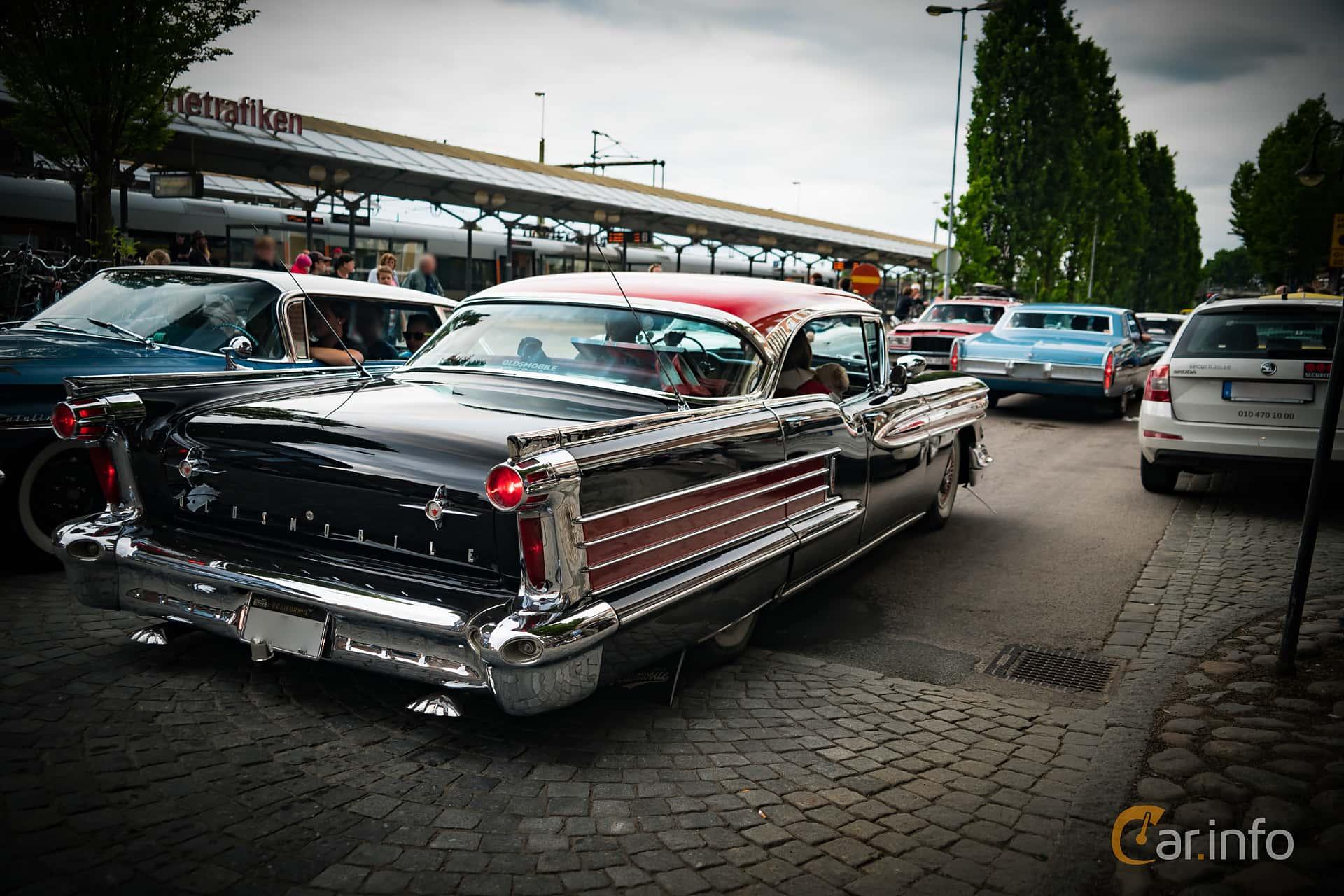 Oldsmobile Ninety-Eight Holiday Sedan 6.1 V8 Hydra-Matic, 309hp, 1958 at Hässleholm Power Start of Summer Meet 2016