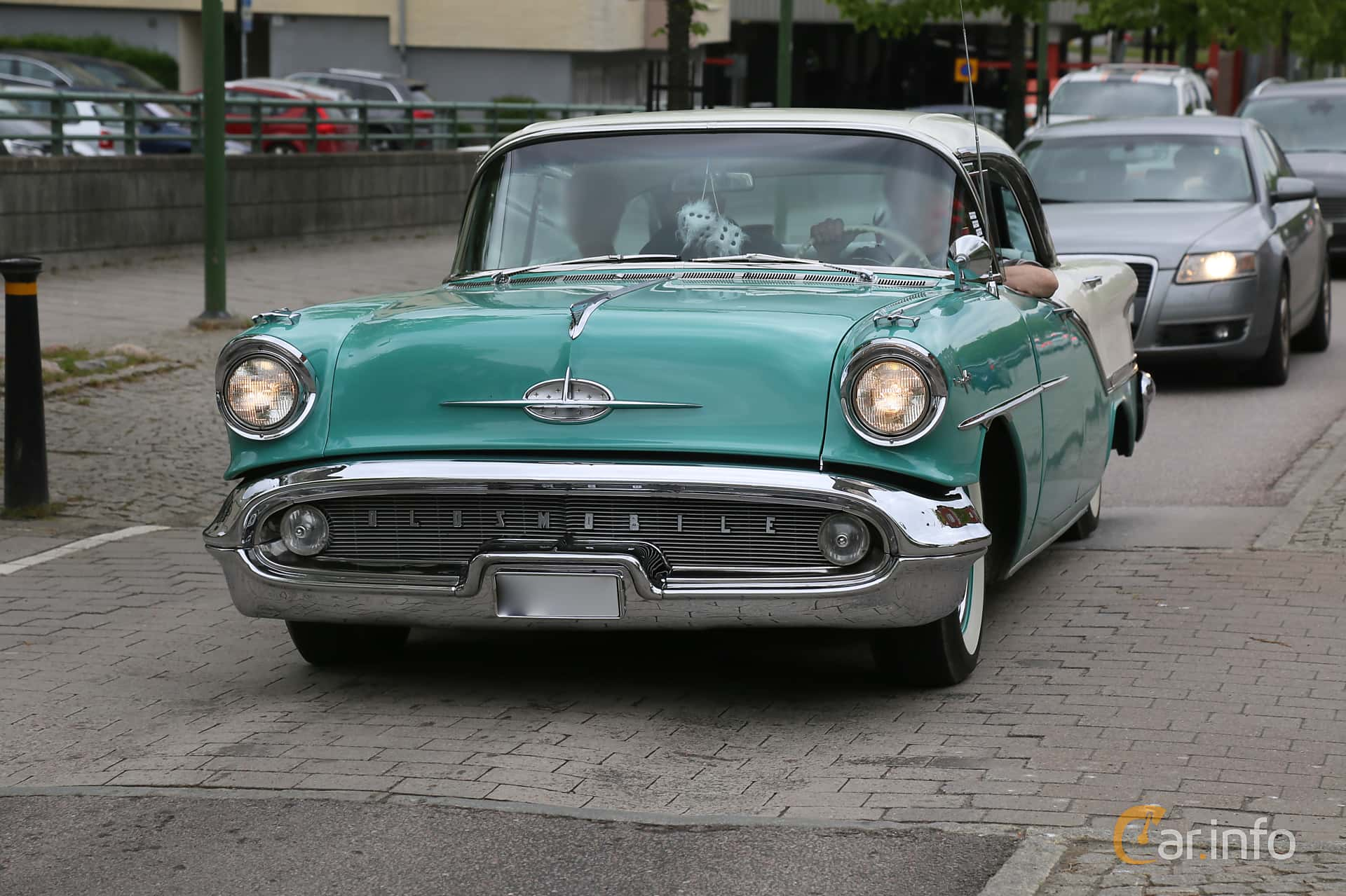 Oldsmobile Starfire 98 Holiday Sedan 6.1 V8 Hydra-Matic, 281hp, 1957 at KungälvsCruisingen 2019