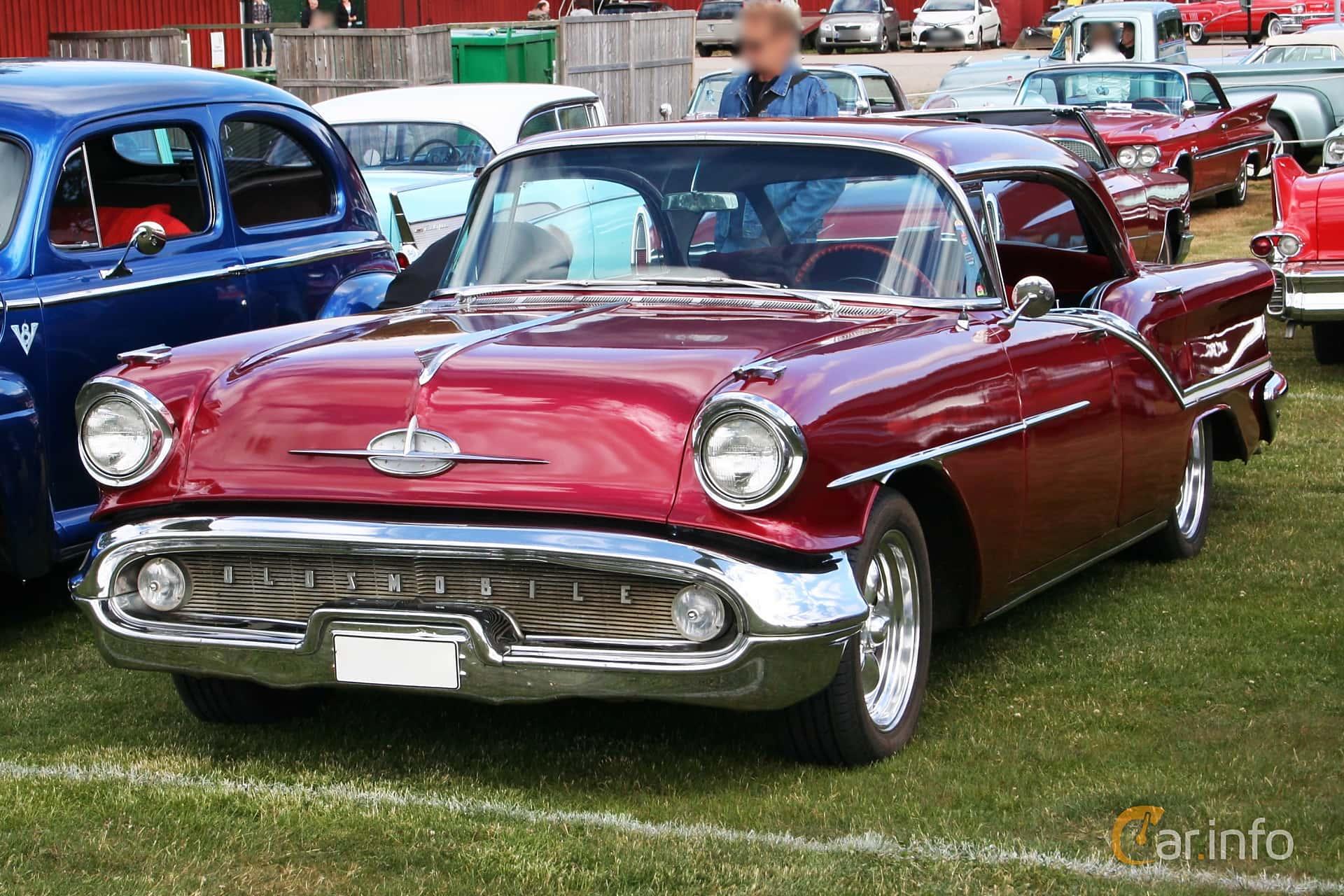 Oldsmobile Starfire 98 Holiday Sedan 6.1 V8 Hydra-Matic, 281hp, 1957 at Nostalgifestivalen i Vårgårda 2016