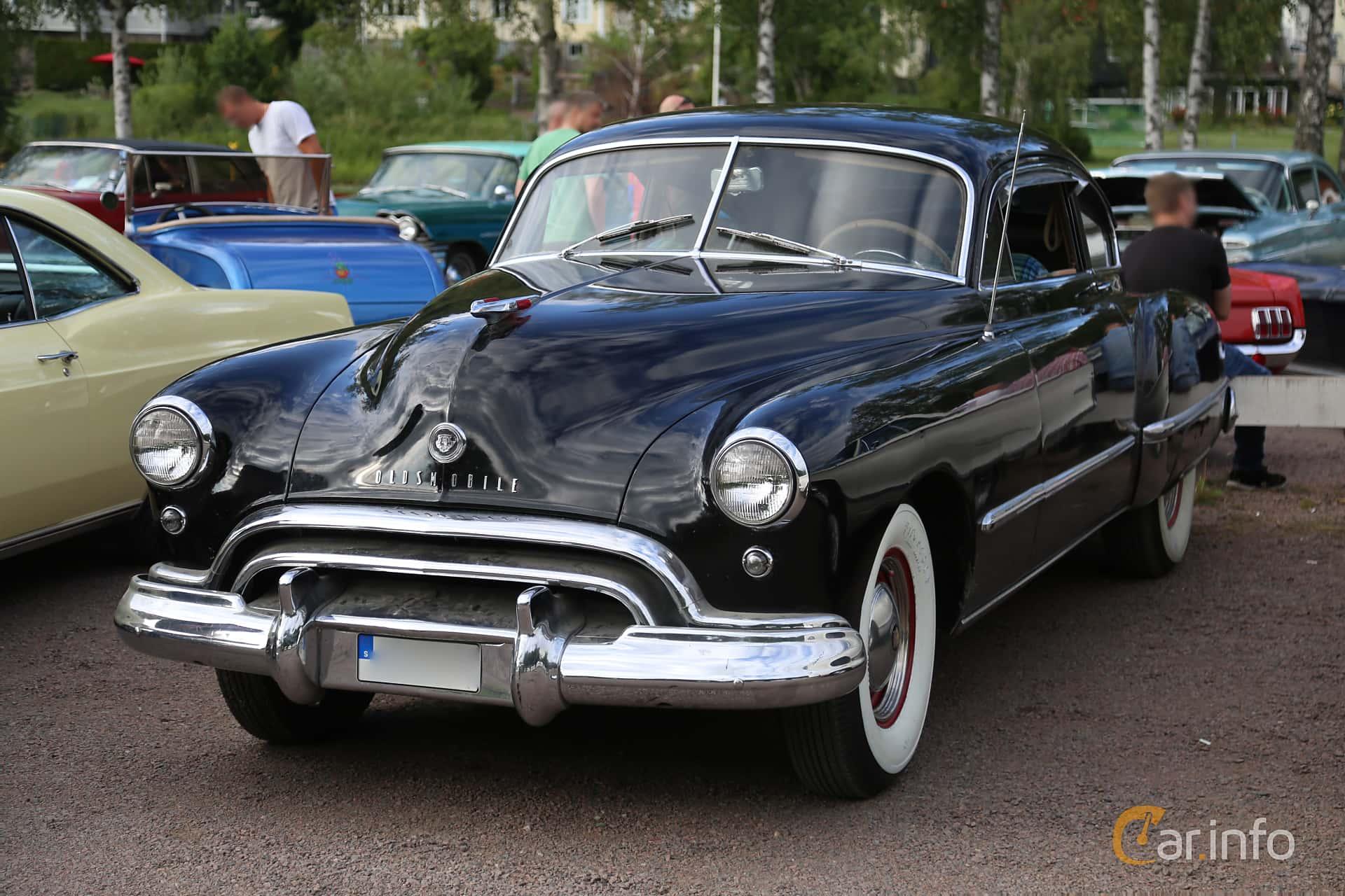Front/Side  of Oldsmobile Futuramic 98 Club Sedan 4.2 Hydra-Matic, 117ps, 1948 at Kungälvs Kulturhistoriska Fordonsvänner  2019 Torsdag vecka 31