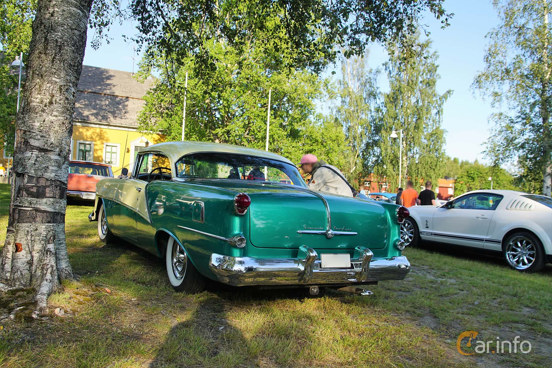 Oldsmobile Ninety-Eight Holiday Coupé 5.3 V8 Hydra-Matic, 188hp, 1954 at Onsdagsträffar på Gammlia Umeå 2019 vecka 28