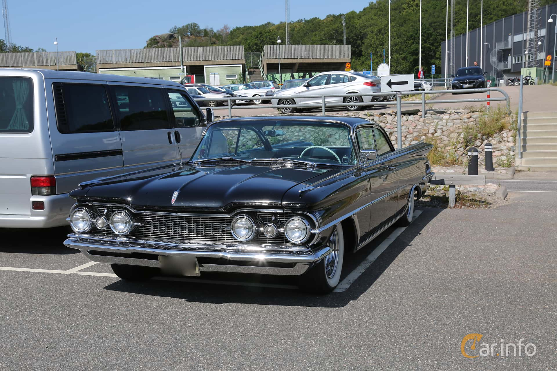 Front/Side  of Oldsmobile Ninety-Eight Holiday SceniCoupé 6.5 V8 Hydra-Matic, 320ps, 1959 at A-bombers - Old Style Weekend Backamo 2019