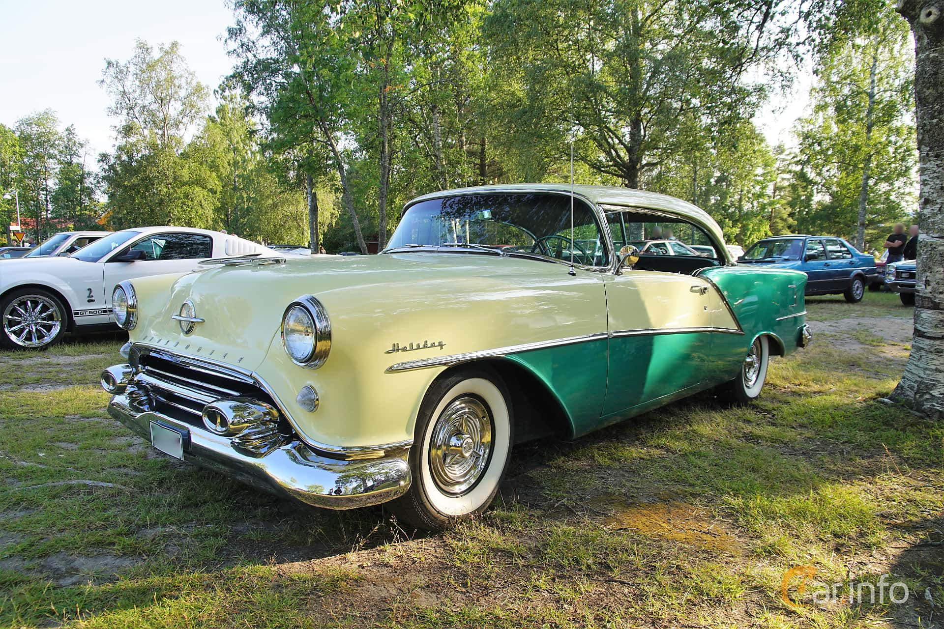 Front/Side  of Oldsmobile Ninety-Eight Holiday Coupé 5.3 V8 Hydra-Matic, 188ps, 1954 at Onsdagsträffar på Gammlia Umeå 2019 vecka 28