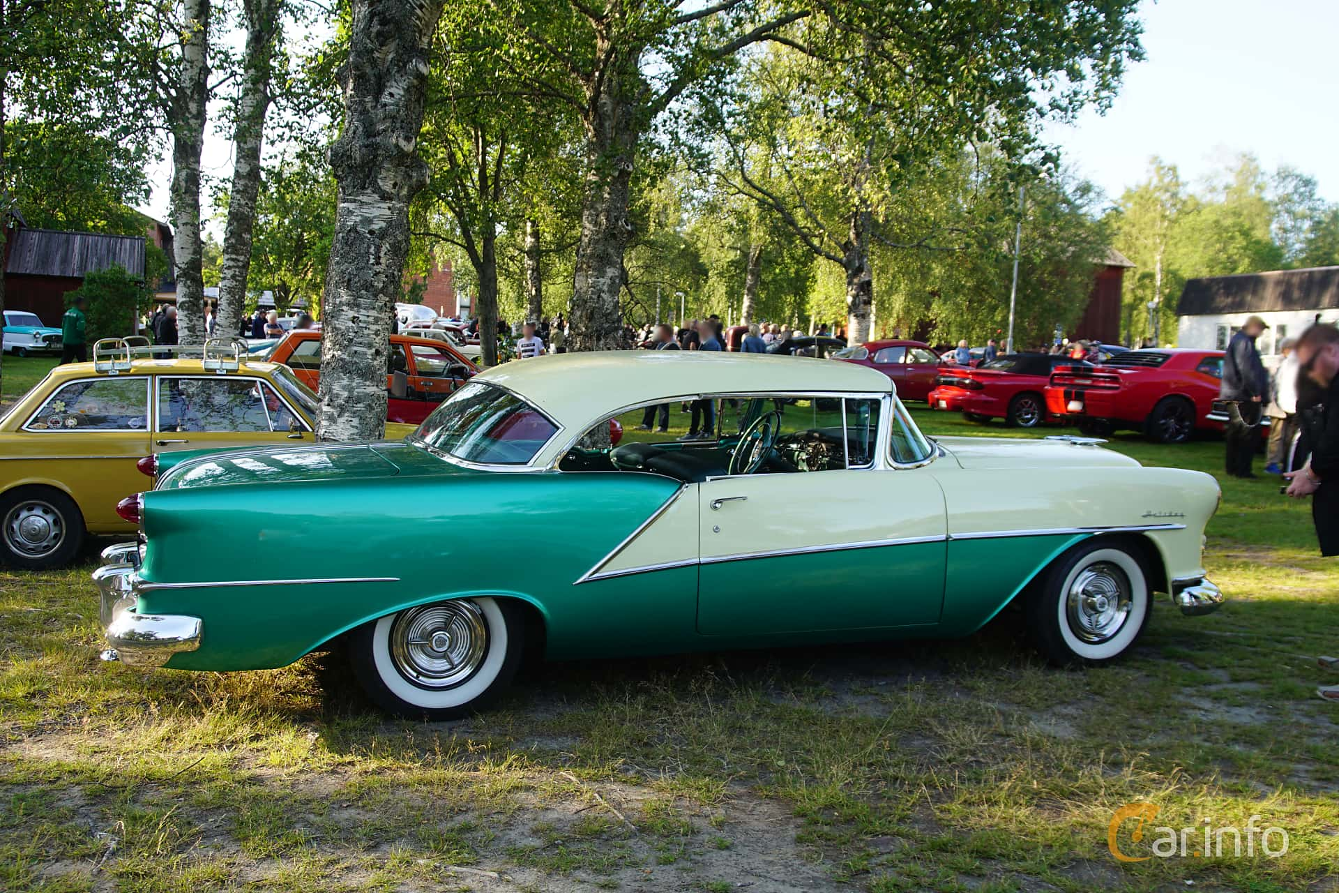 Side  of Oldsmobile Ninety-Eight Holiday Coupé 5.3 V8 Hydra-Matic, 188ps, 1954 at Onsdagsträffar på Gammlia Umeå 2019 vecka 28