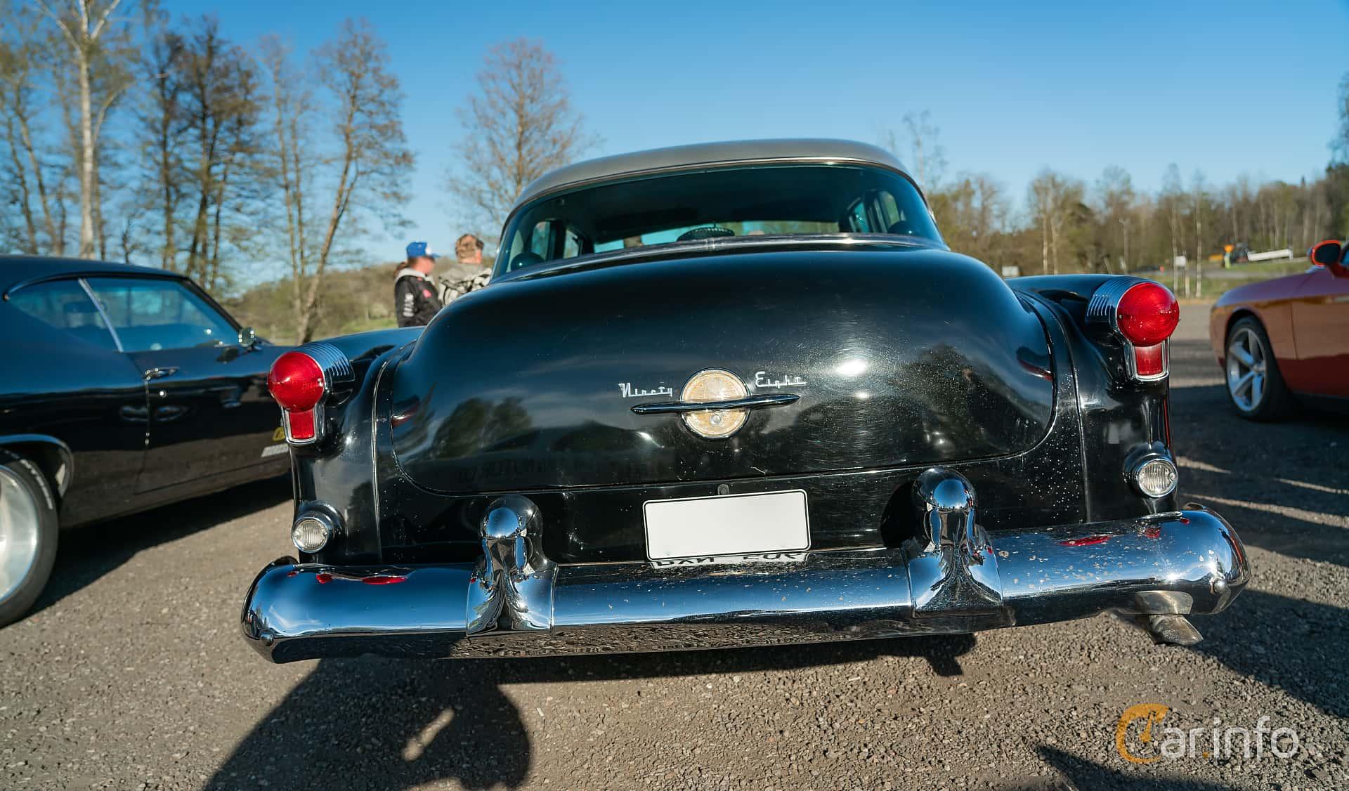 Oldsmobile Ninety-Eight Sedan 5.0 V8 Hydra-Matic, 167hp, 1953 at Lissma Classic Car 2019 vecka 20