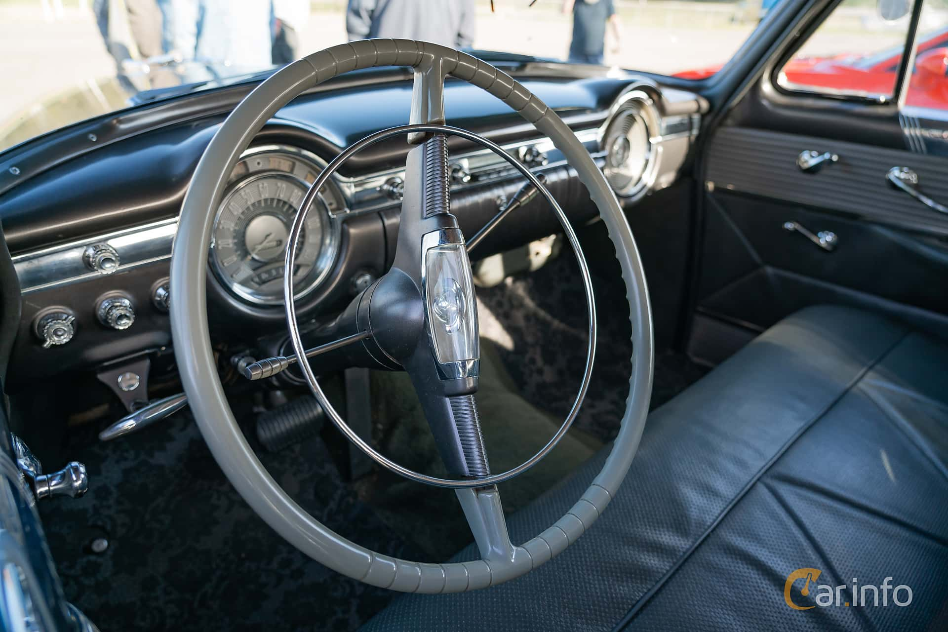 Interior of Oldsmobile Ninety-Eight Sedan 5.0 V8 Hydra-Matic, 167ps, 1953 at Lissma Classic Car 2019 vecka 20