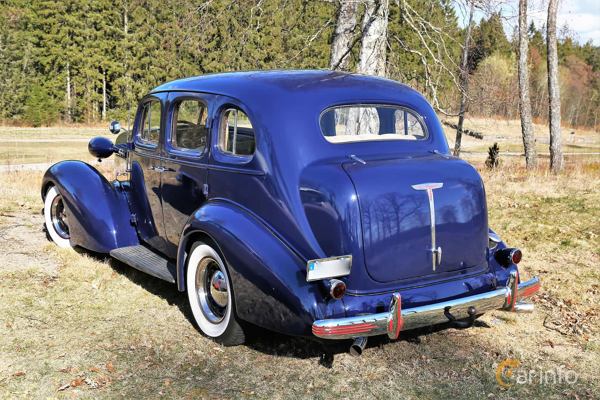Oldsmobile F Series Sedan 3.6 Manual, 90hp, 1936 at Uddevalla Veteranbilsmarknad Backamo, Ljungsk 2019