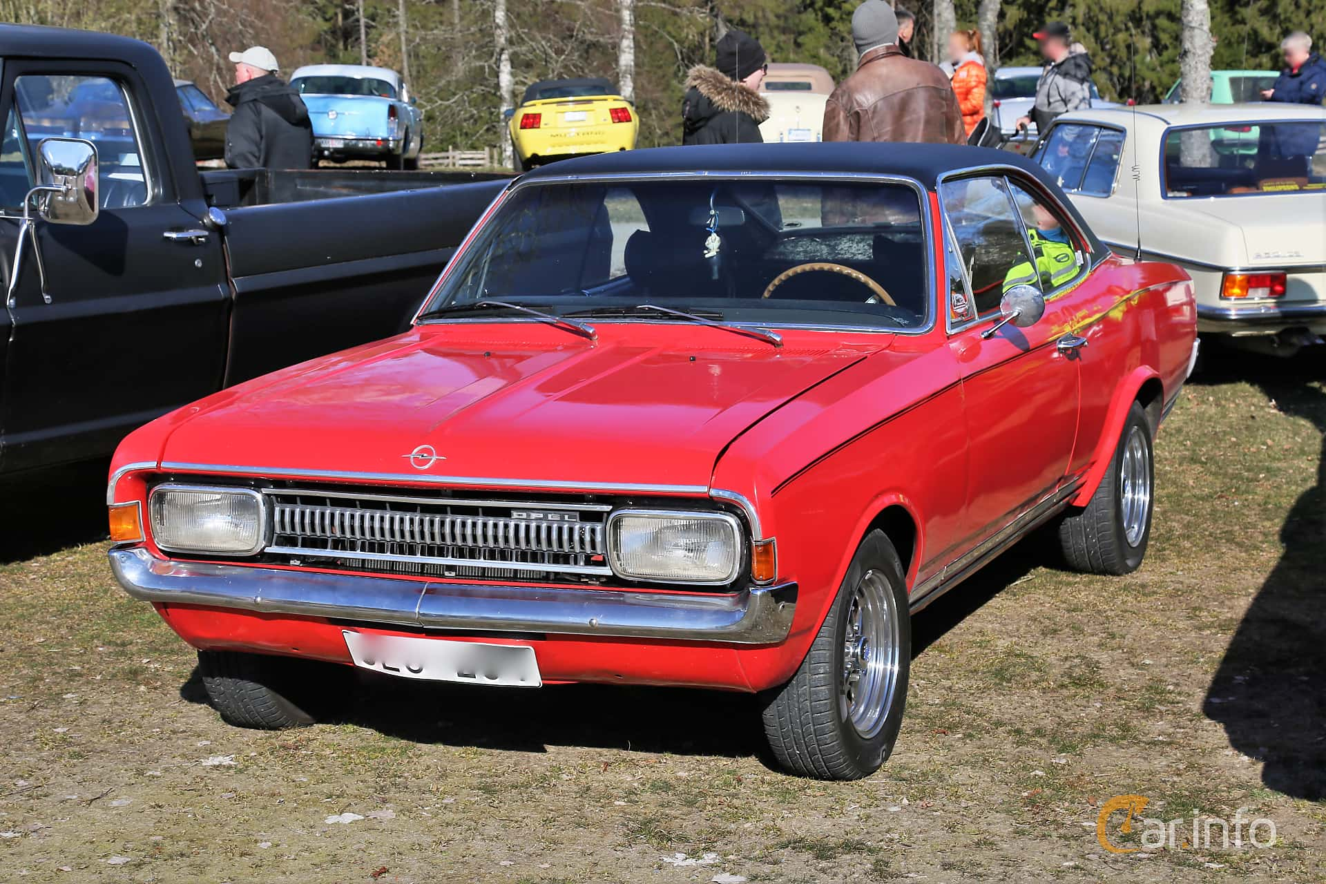 Front/Side  of Opel Commodore Coupé 2.5 Automatic, 115ps, 1968 at Uddevalla Veteranbilsmarknad Backamo, Ljungsk 2019