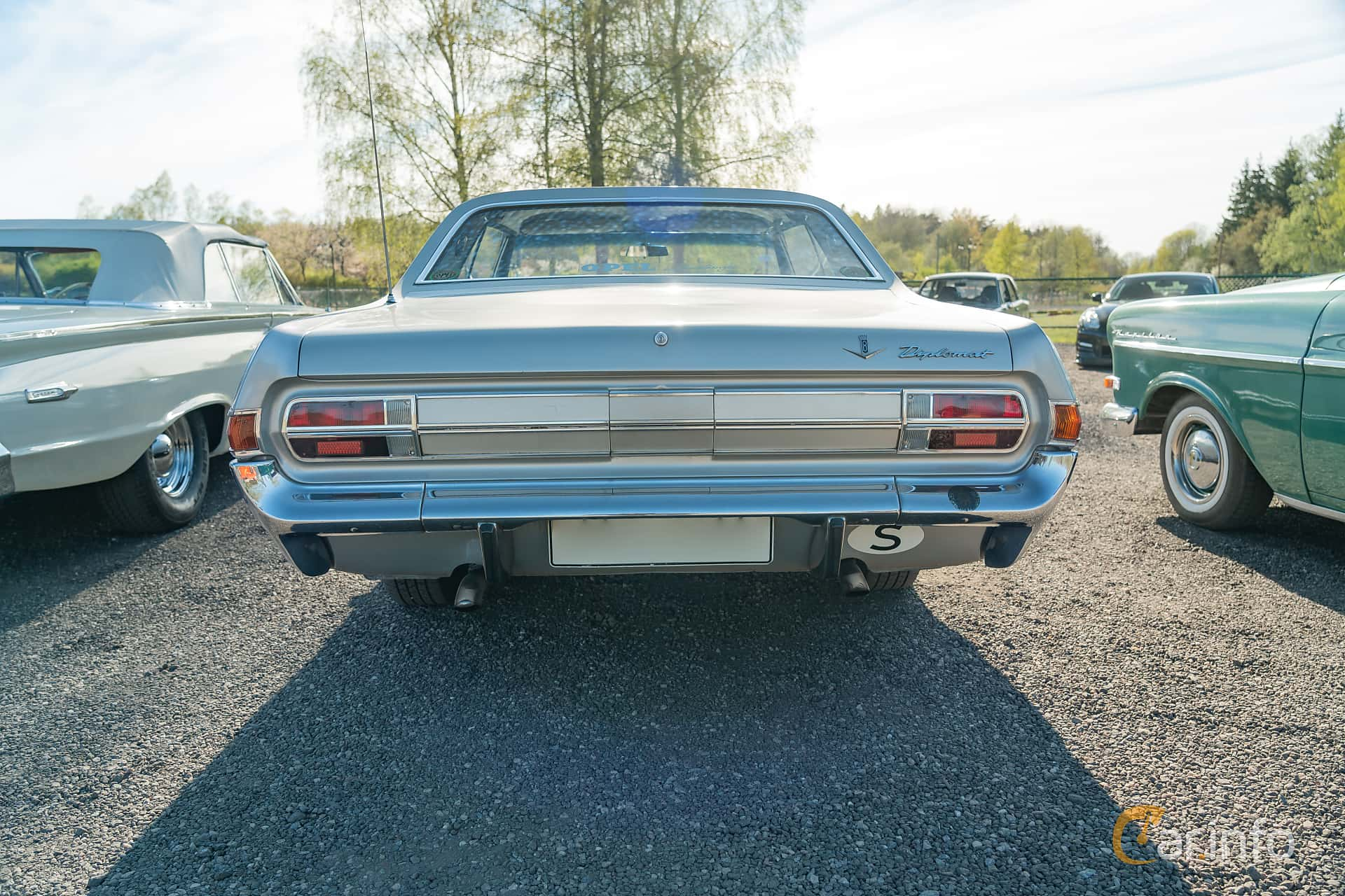 Opel Diplomat 4.6 V8 Manual, 190hp, 1966 at Lissma Classic Car 2019 vecka 20