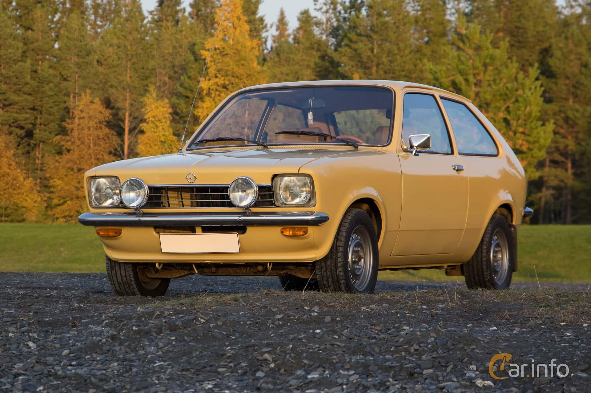 Fram/Sida av Opel Kadett 1200 S City 1.2 Manual, 60ps, 1976