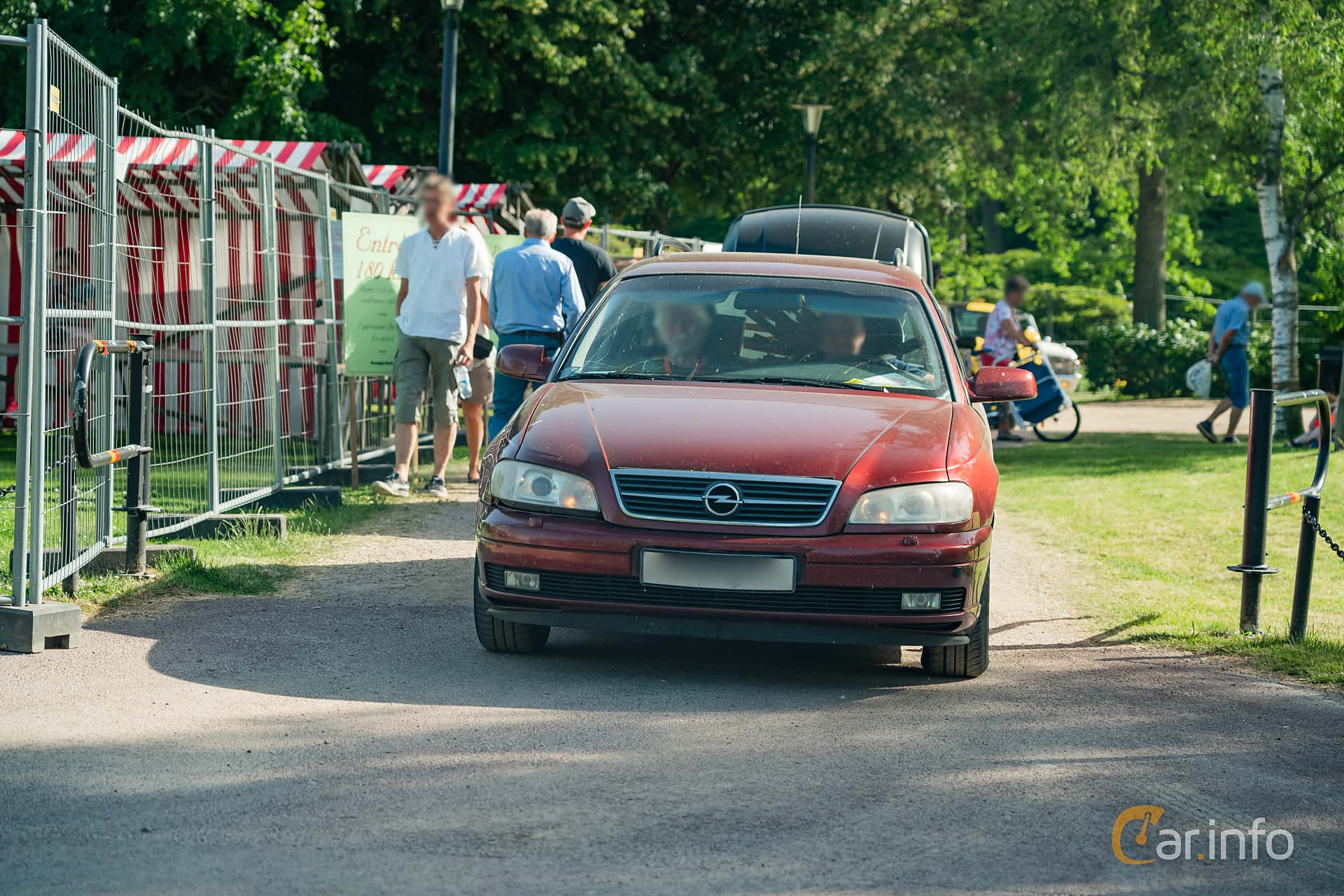 Front  of Opel Omega Caravan 2.2 Manual, 144ps, 2001 at Ronneby Nostalgia Festival 2019