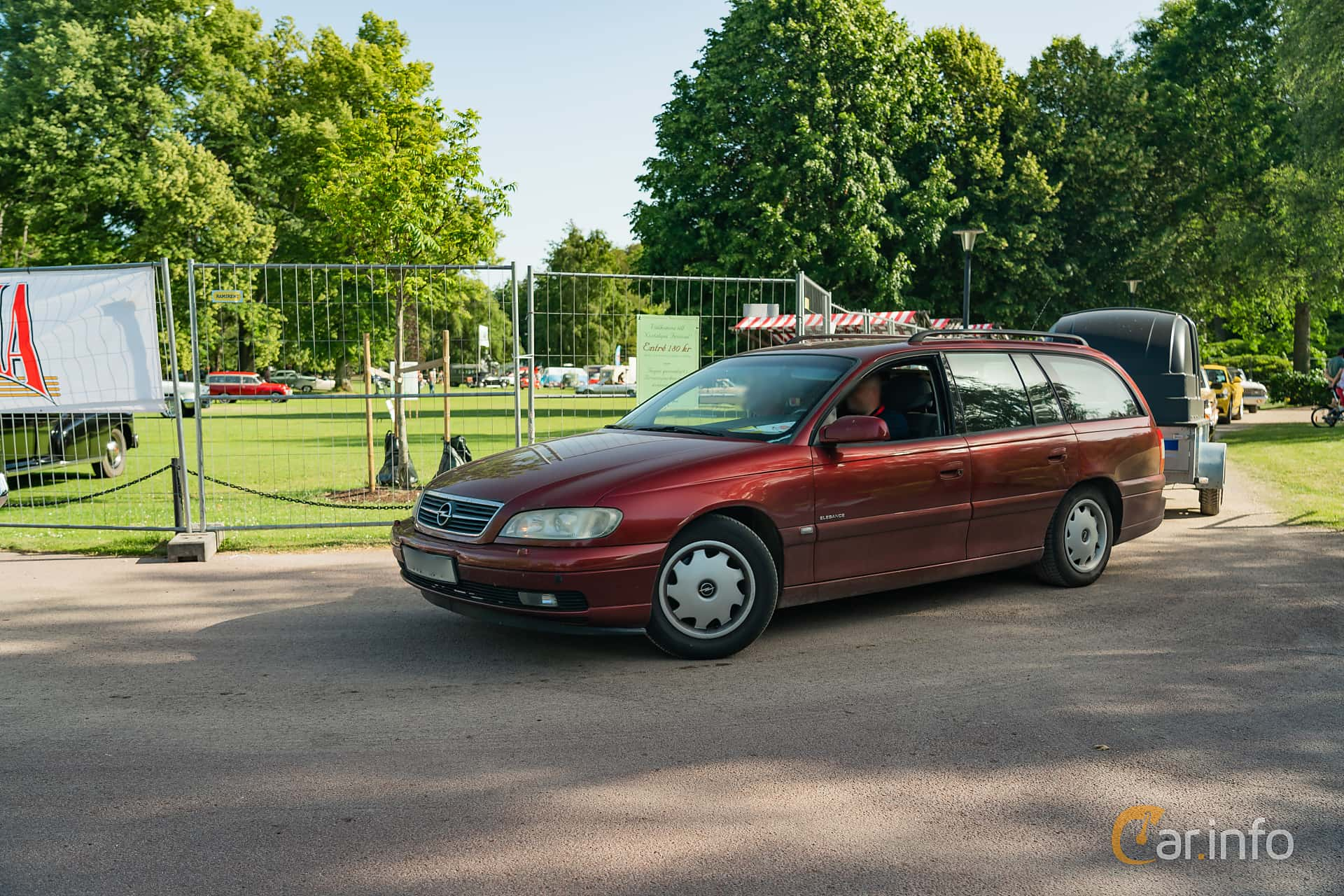 Front/Side  of Opel Omega Caravan 2.2 Manual, 144ps, 2001 at Ronneby Nostalgia Festival 2019