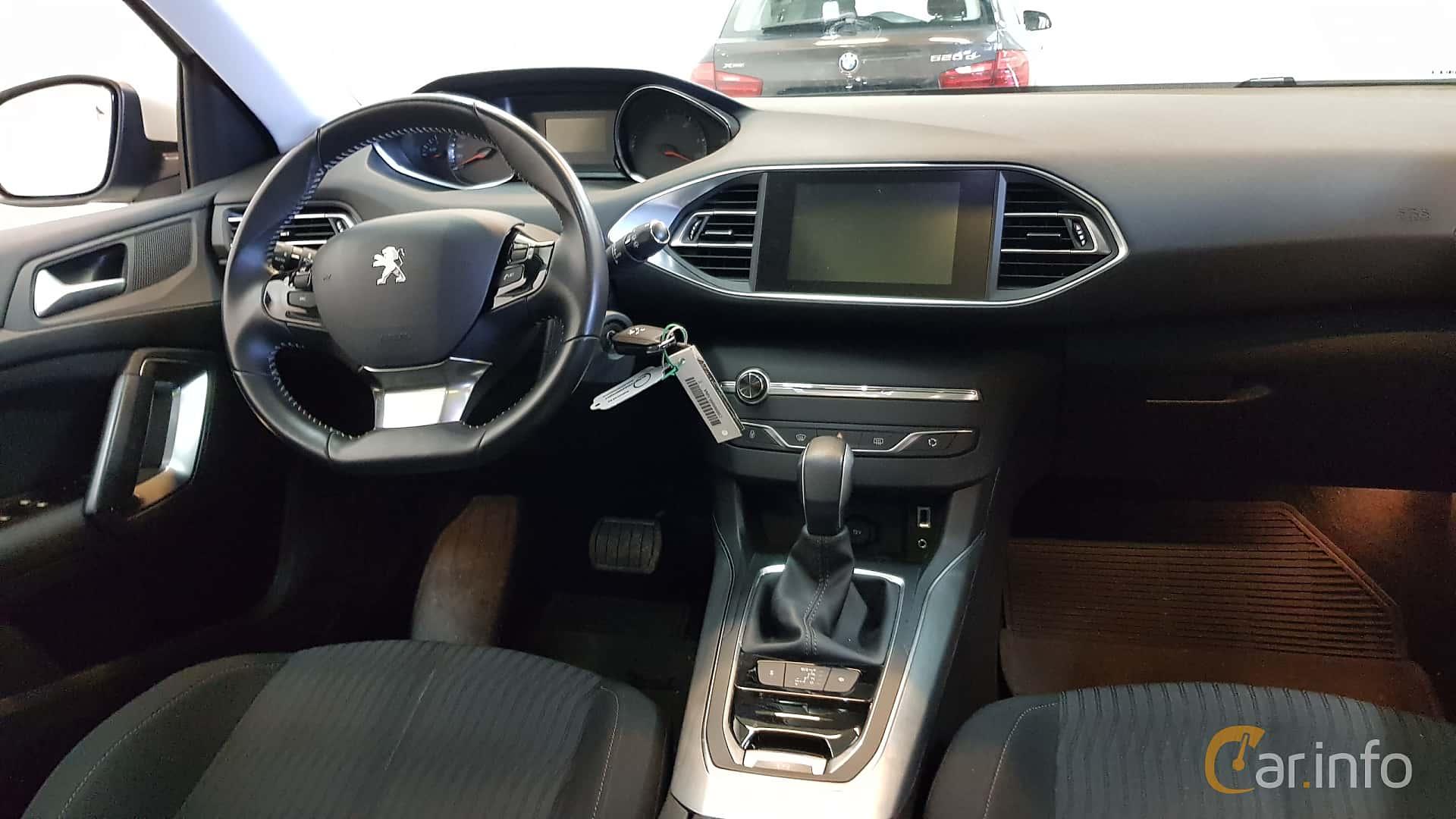 peugeot-308-sw-interior-2-521376.jpg