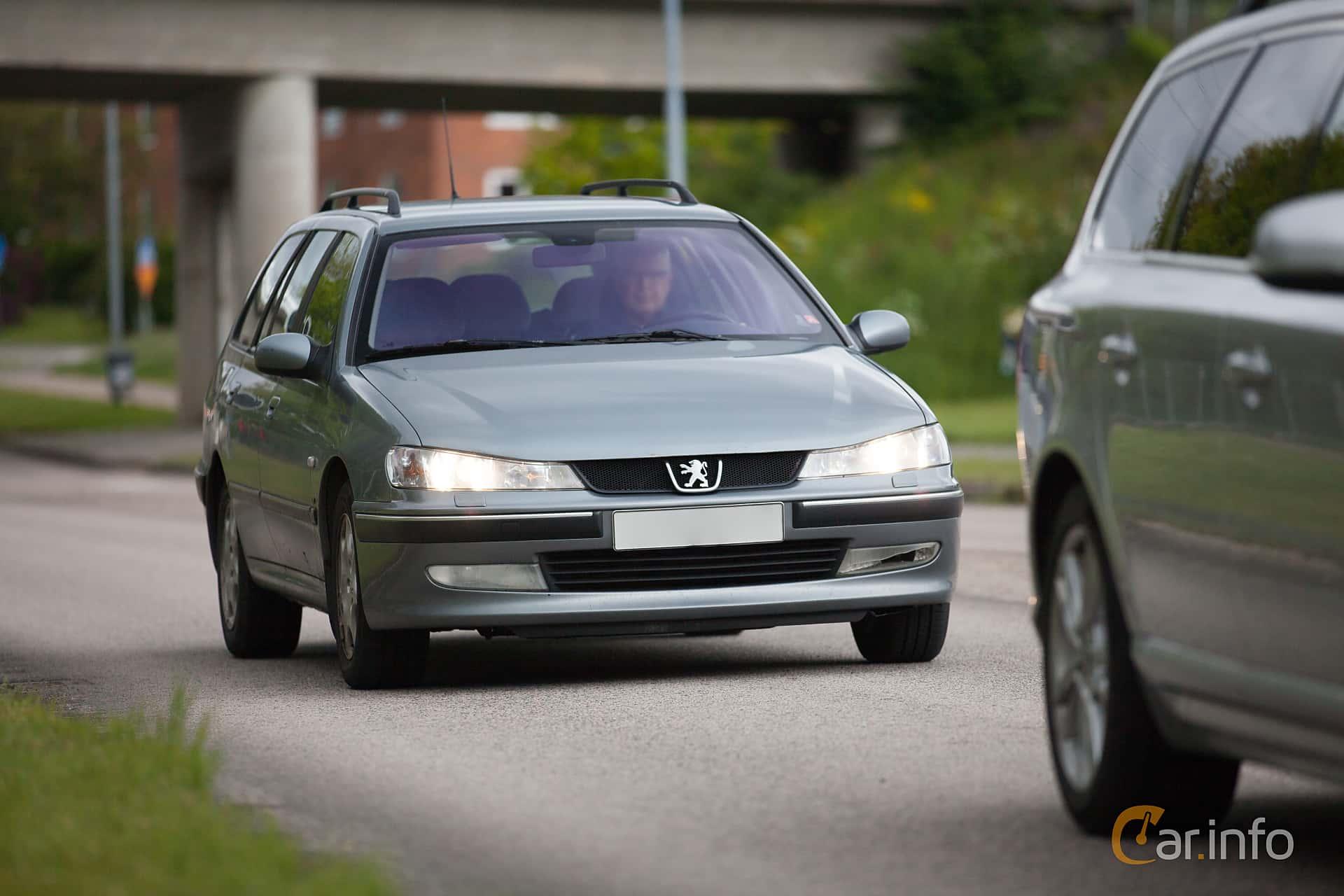 Front/Side of Peugeot 406 Break 2.2 HDi Manual, 133ps, 2003