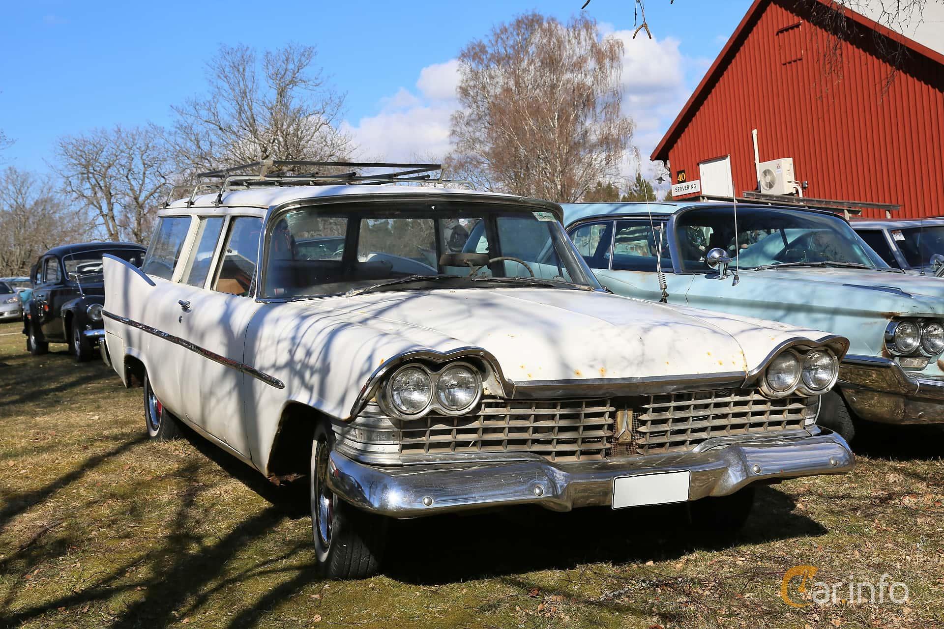 Front/Side  of Plymouth DeLuxe Suburban 2-door 3.8 Manual, 134ps, 1959 at Uddevalla Veteranbilsmarknad Backamo, Ljungsk 2019