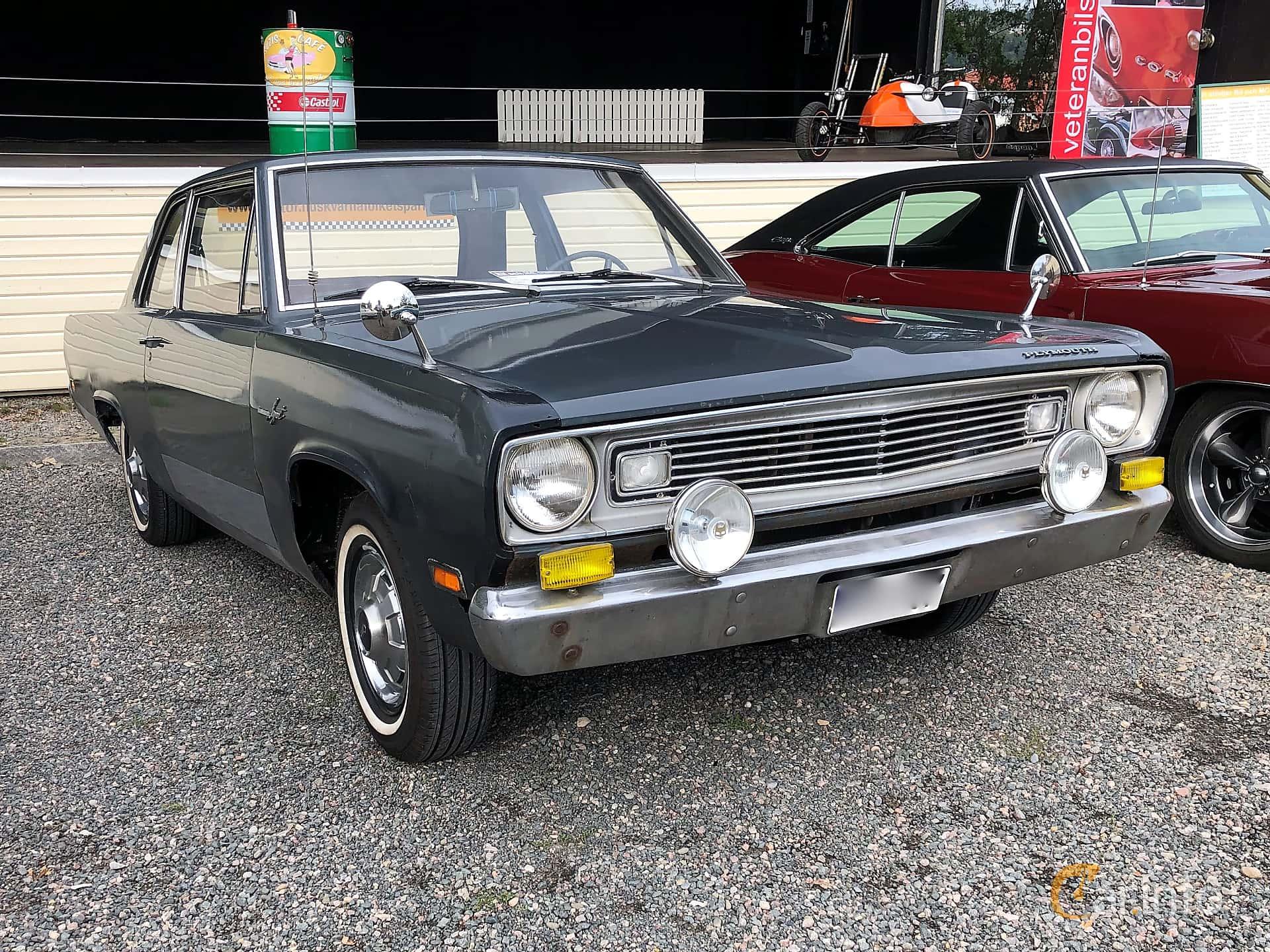 Front/Side  of Plymouth Valiant 2-door Sedan 2.8 TorqueFlite, 117ps, 1969 at Bil & MC-träffar i Huskvarna Folkets Park 2019 vecka 32 tema Hot Rods