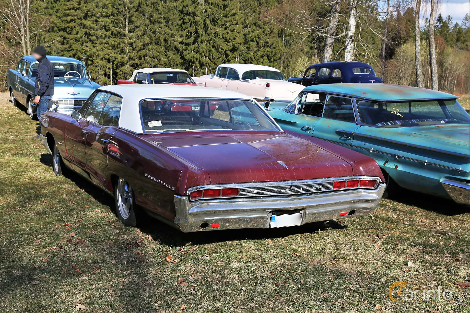 Back/Side of Pontiac Bonneville 4-door Hardtop 6.4 V8 Hydra-Matic, 329ps, 1965 at Uddevalla Veteranbilsmarknad Backamo, Ljungsk 2019