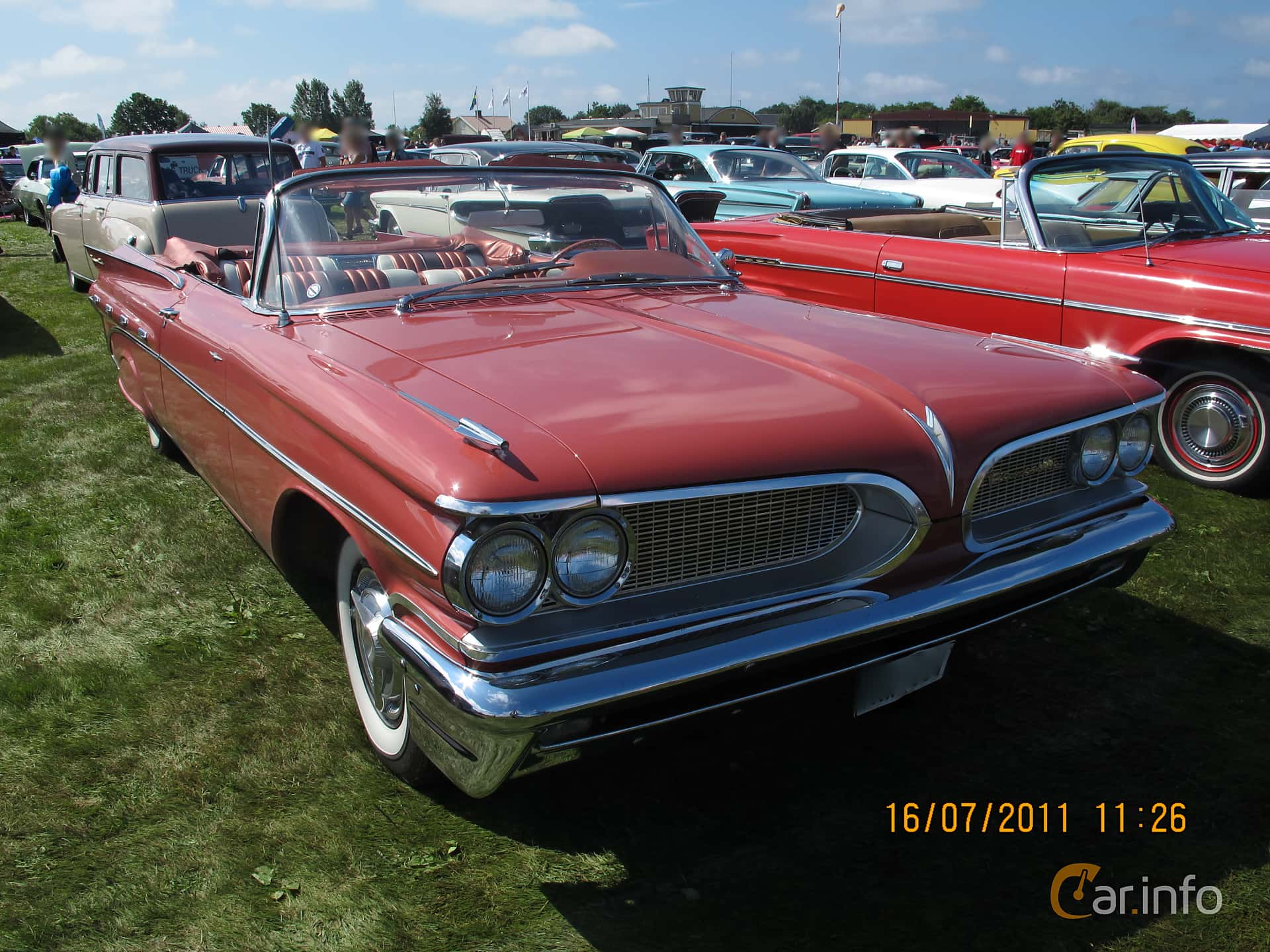 Front Side Of Pontiac Bonneville Convertible 6 4 V8 Automatic 305ps