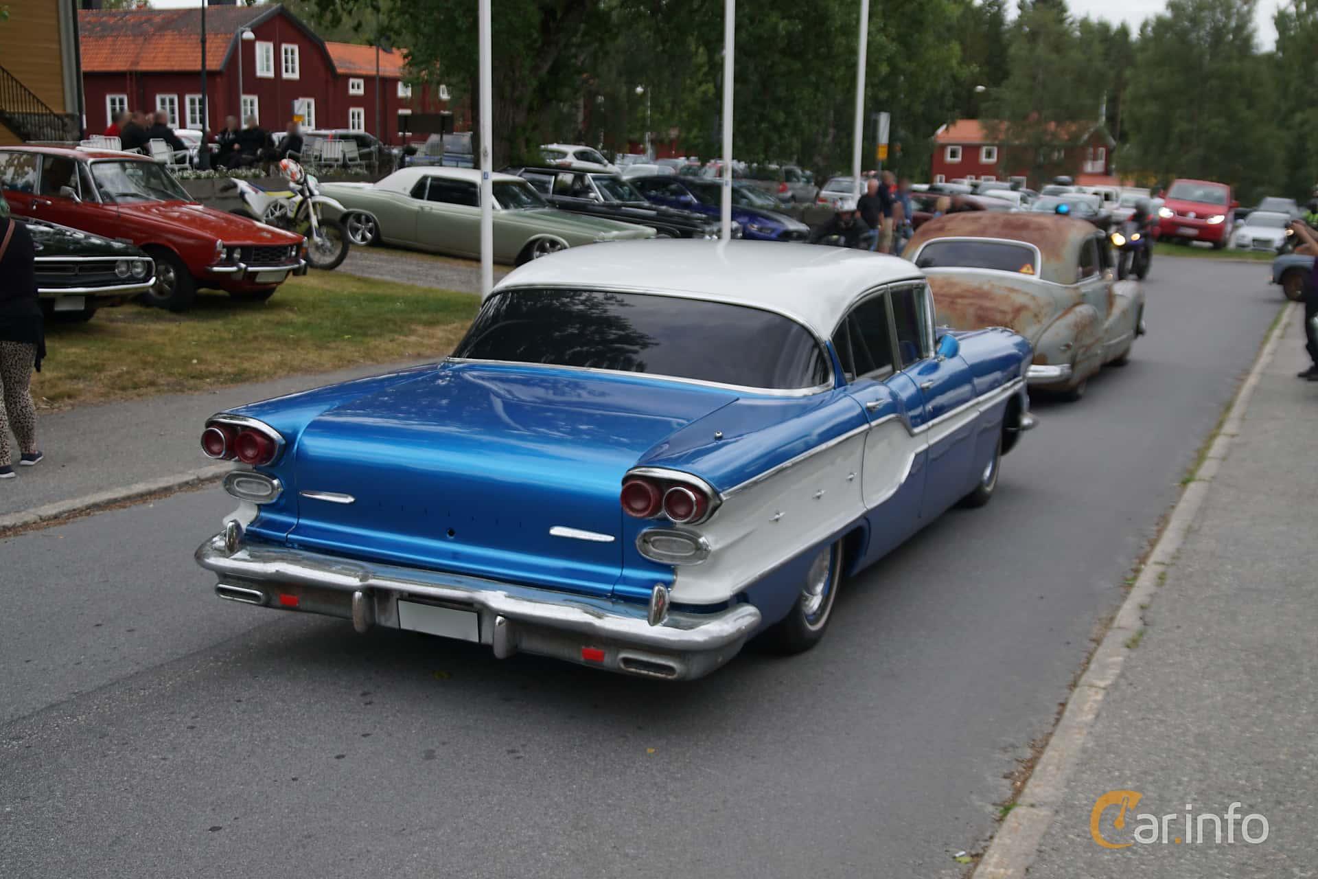 Back/Side of Pontiac Chieftain 4-door Sedan 6.1 V8 Hydra-Matic, 273ps, 1958 at Onsdagsträffar på Gammlia Umeå 2019 vecka 32