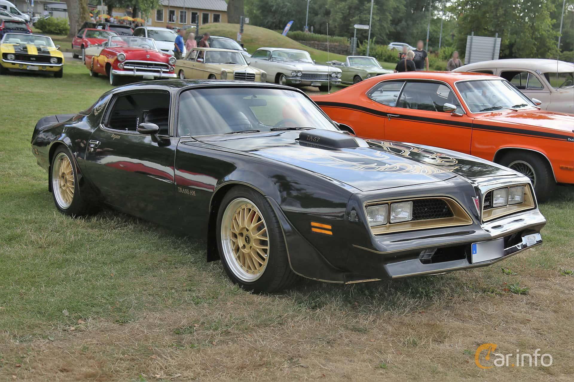 Front/Side  of Pontiac Firebird Trans Am 6.6 V8 Hydra-Matic, 188ps, 1975 at Kungälvs Kulturhistoriska Fordonsvänner  2019 Torsdag vecka 31