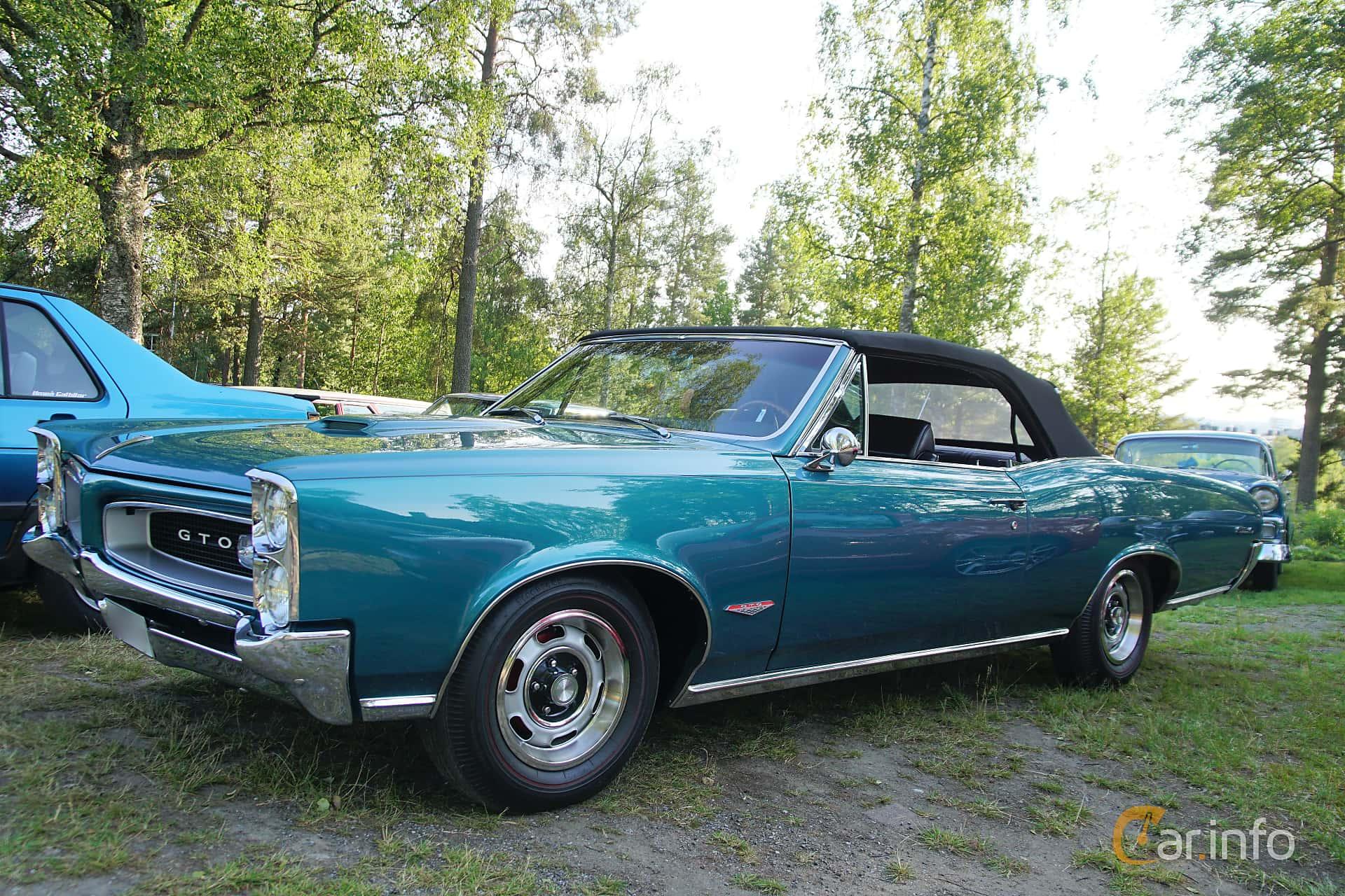 Front/Side  of Pontiac GTO Convertible 6.4 V8 Hydra-Matic, 329ps, 1966 at Onsdagsträffar på Gammlia Umeå 2019 vecka 28