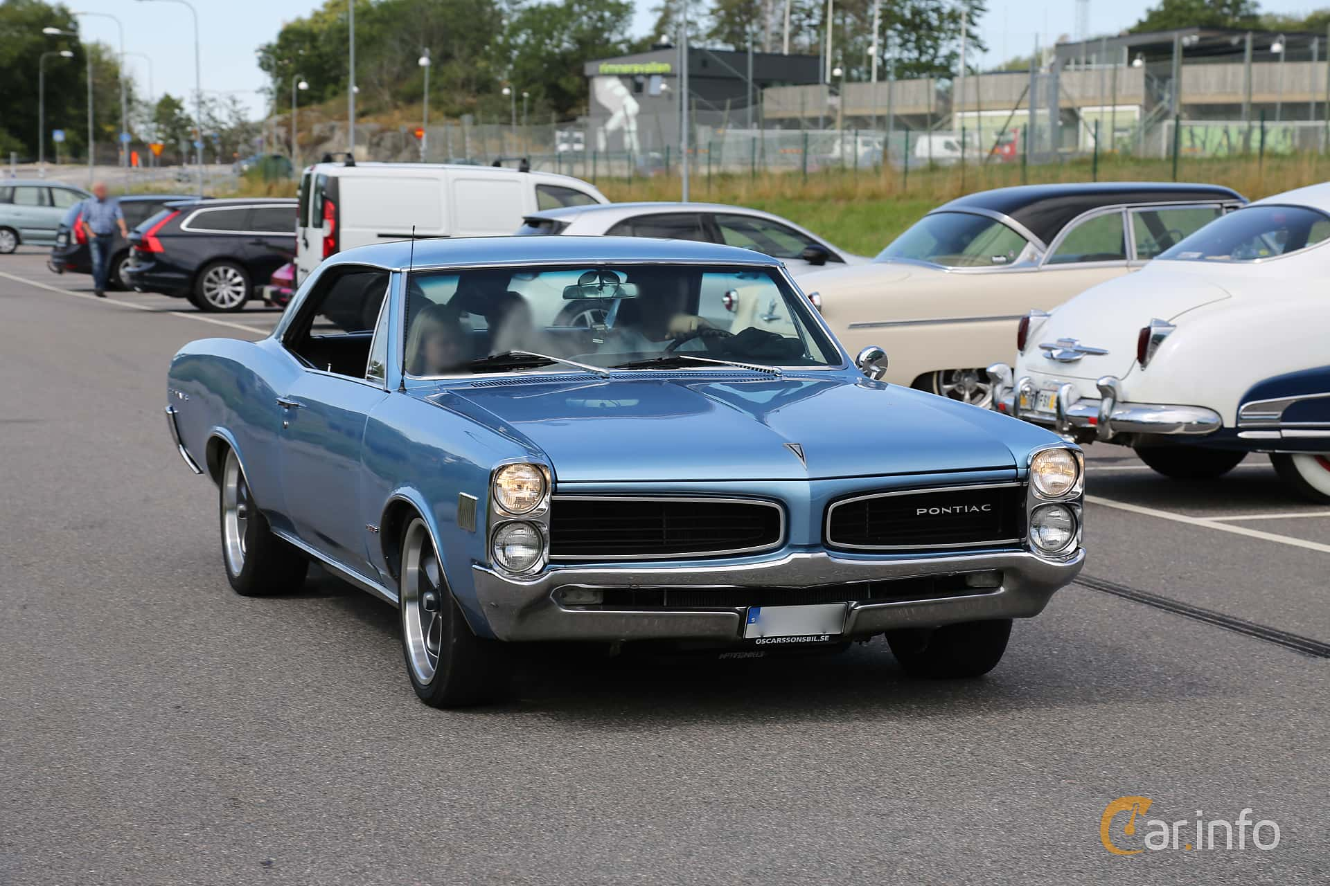 Front/Side  of Pontiac LeMans 2-door Hardtop 6.9 V8 Hydra-Matic, 343ps, 1966 at A-bombers - Old Style Weekend Backamo 2019