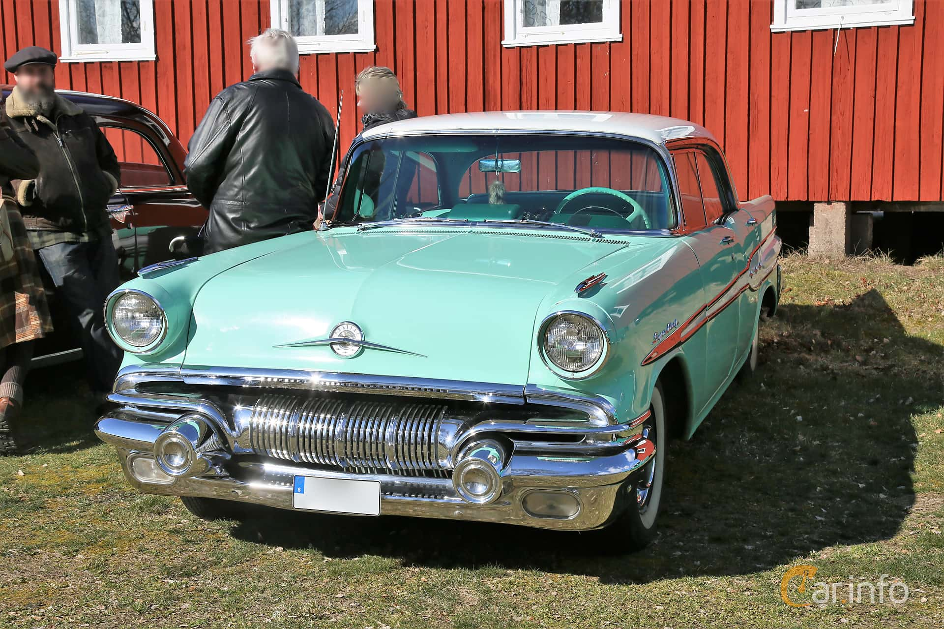 Front/Side  of Pontiac Star Chief Catalina Sedan 5.7 V8 Hydra-Matic, 273ps, 1957 at Uddevalla Veteranbilsmarknad Backamo, Ljungsk 2019