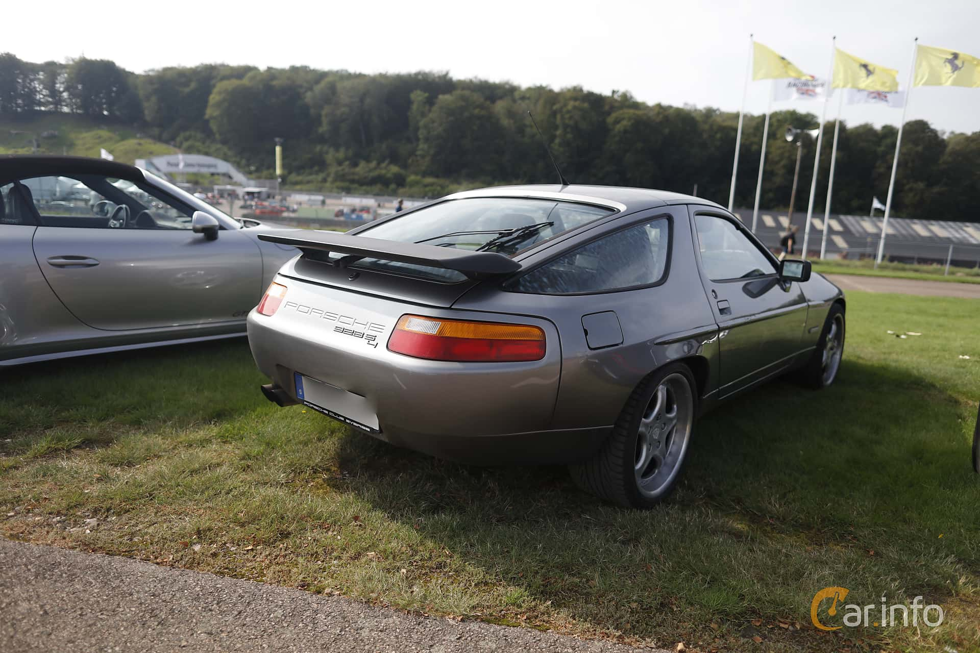 Porsche 928 S4  Automatic, 320hp, 1990 at Autoropa Racing day Knutstorp 2019