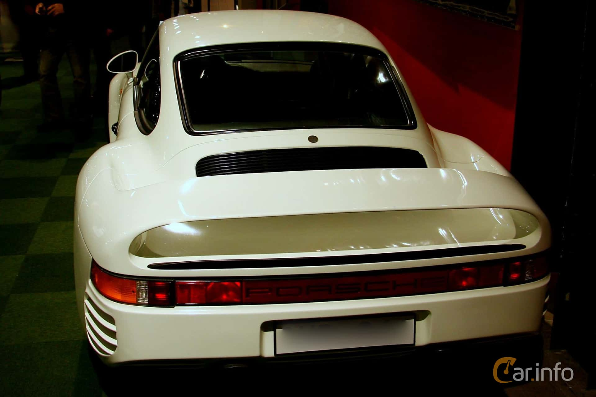Back/Side of Porsche 959 2.8 4 Manual, 450ps, 1987