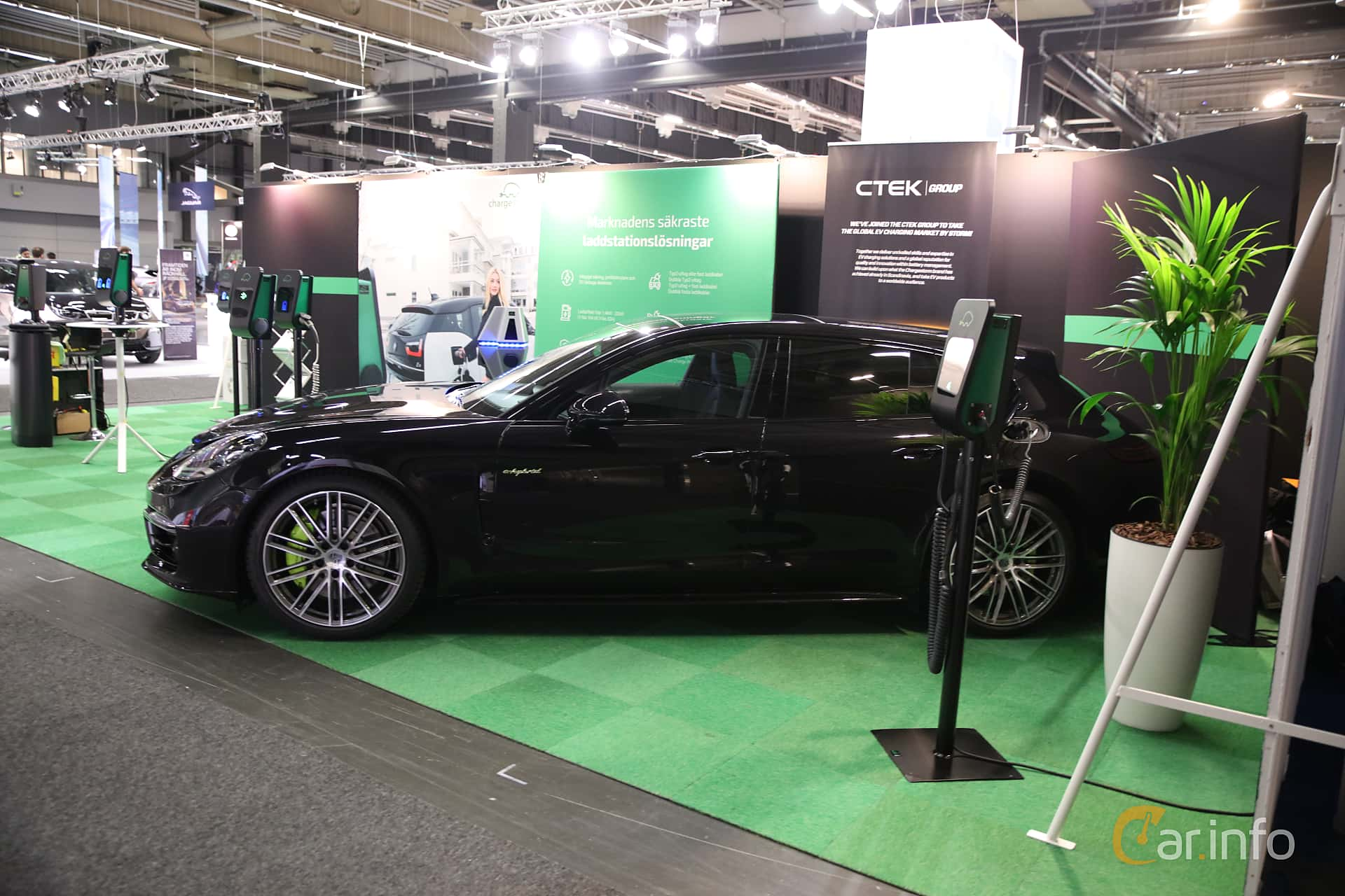 Side  of Porsche Panamera 4 E-Hybrid Sport Turismo 2.9 V6 4 PDK, 462ps, 2018 at eCar Expo Göteborg 2018