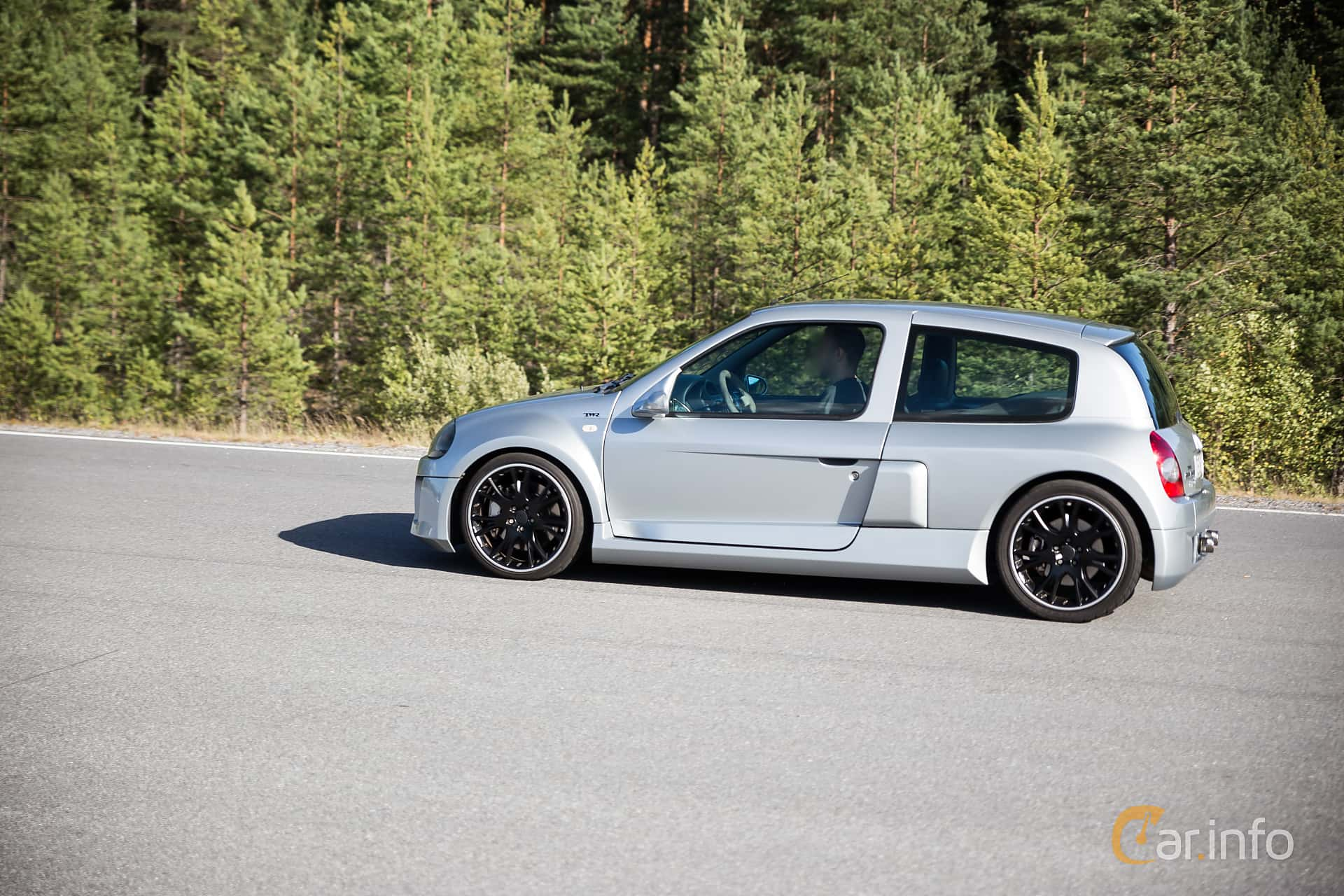 3 Images Of Renault Clio Rs 3 0 V6 Manual 226hp 2002 By Marcusliedholm